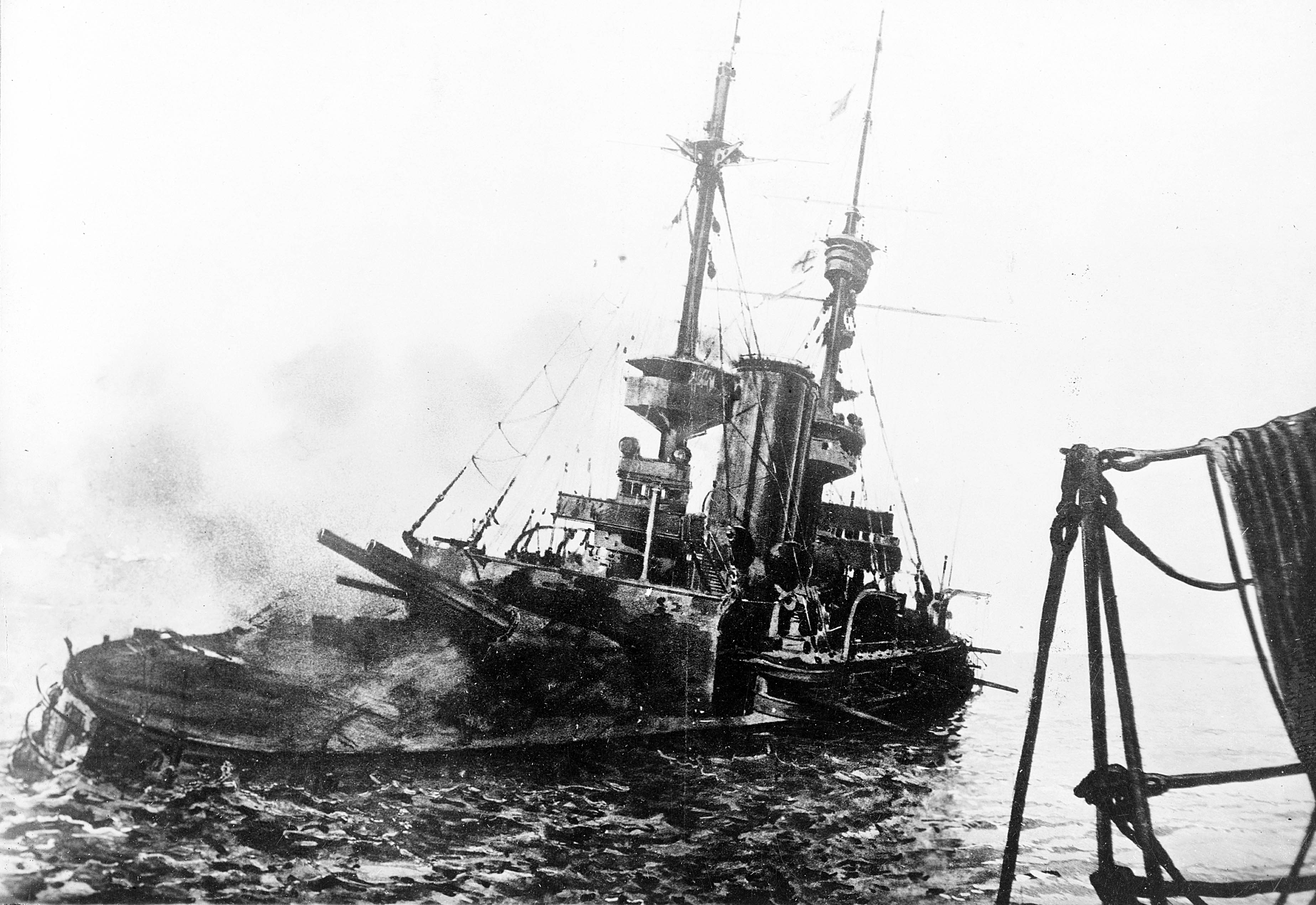 HMS_Irresistible_abandoned_18_March_1915.jpg?uselang=ru