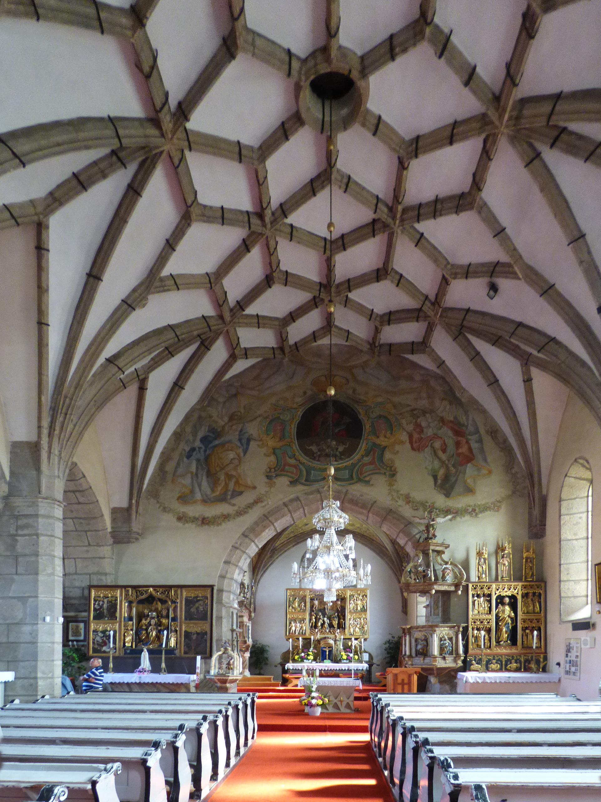 Hlavná loď kostola sv. Mikuláša v Pukanci.jpg