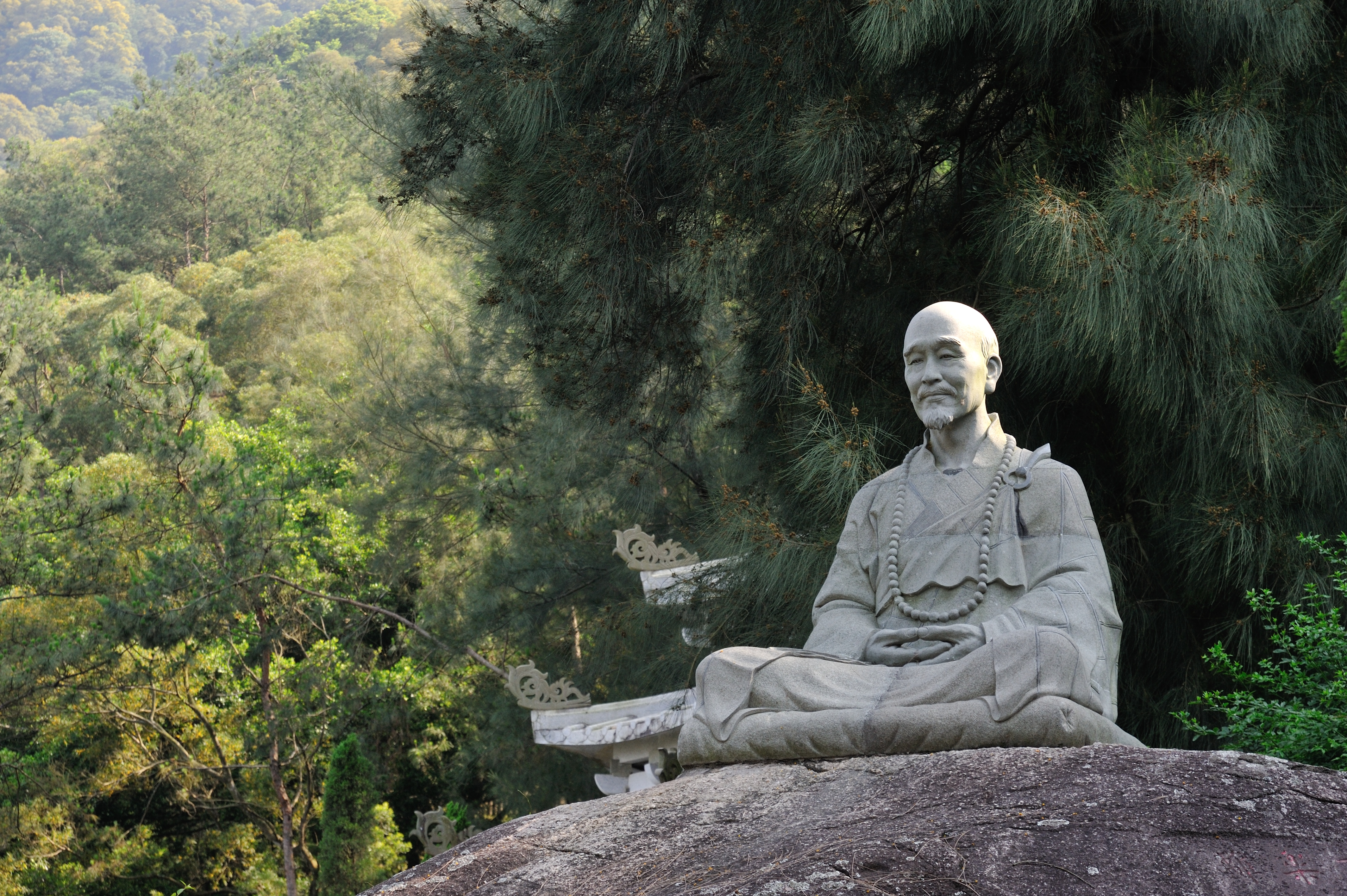file hongyi statue on qingyuan mountain quanzhou jpg wikimedia
