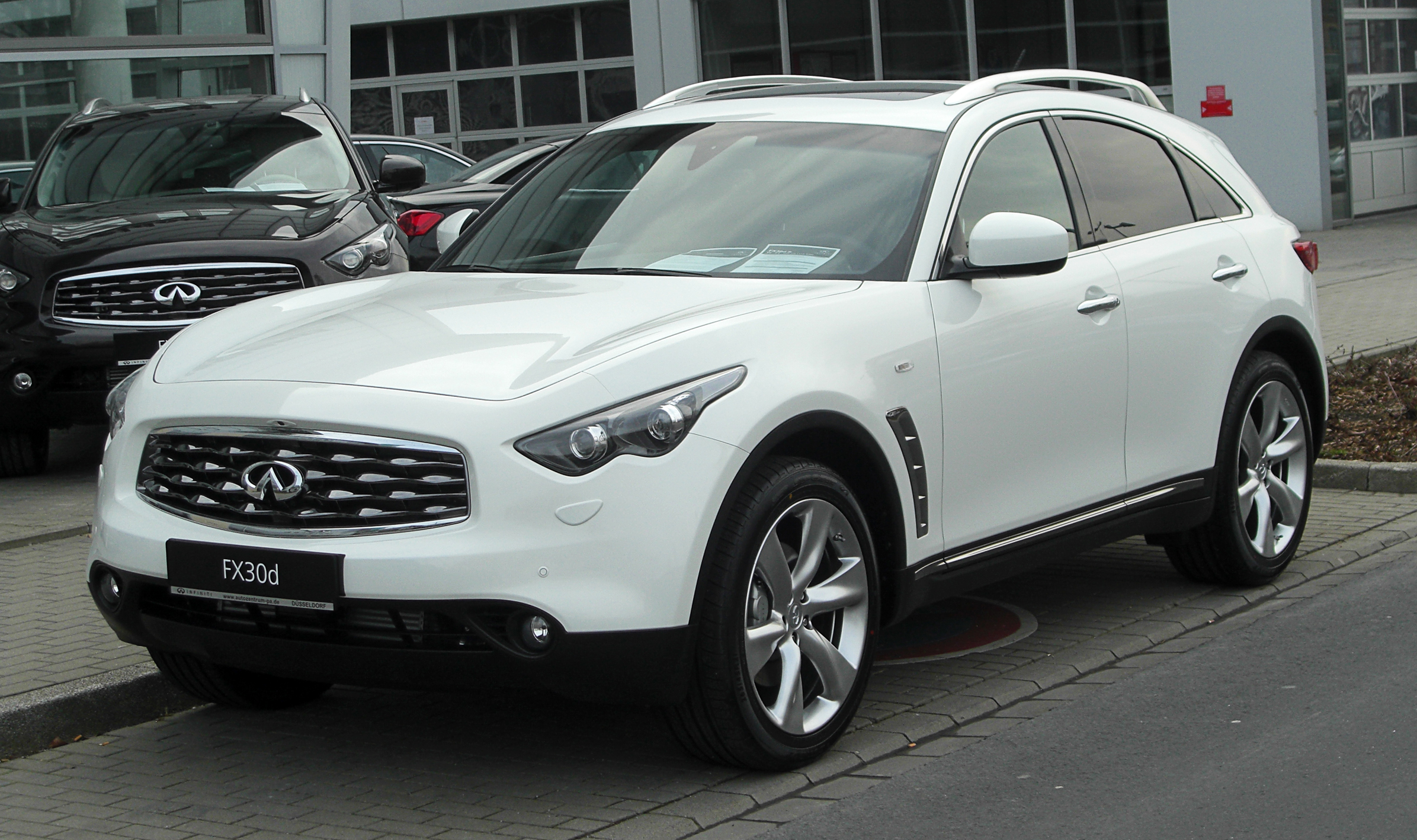 FX30D car - Color: White  // Description: amazing