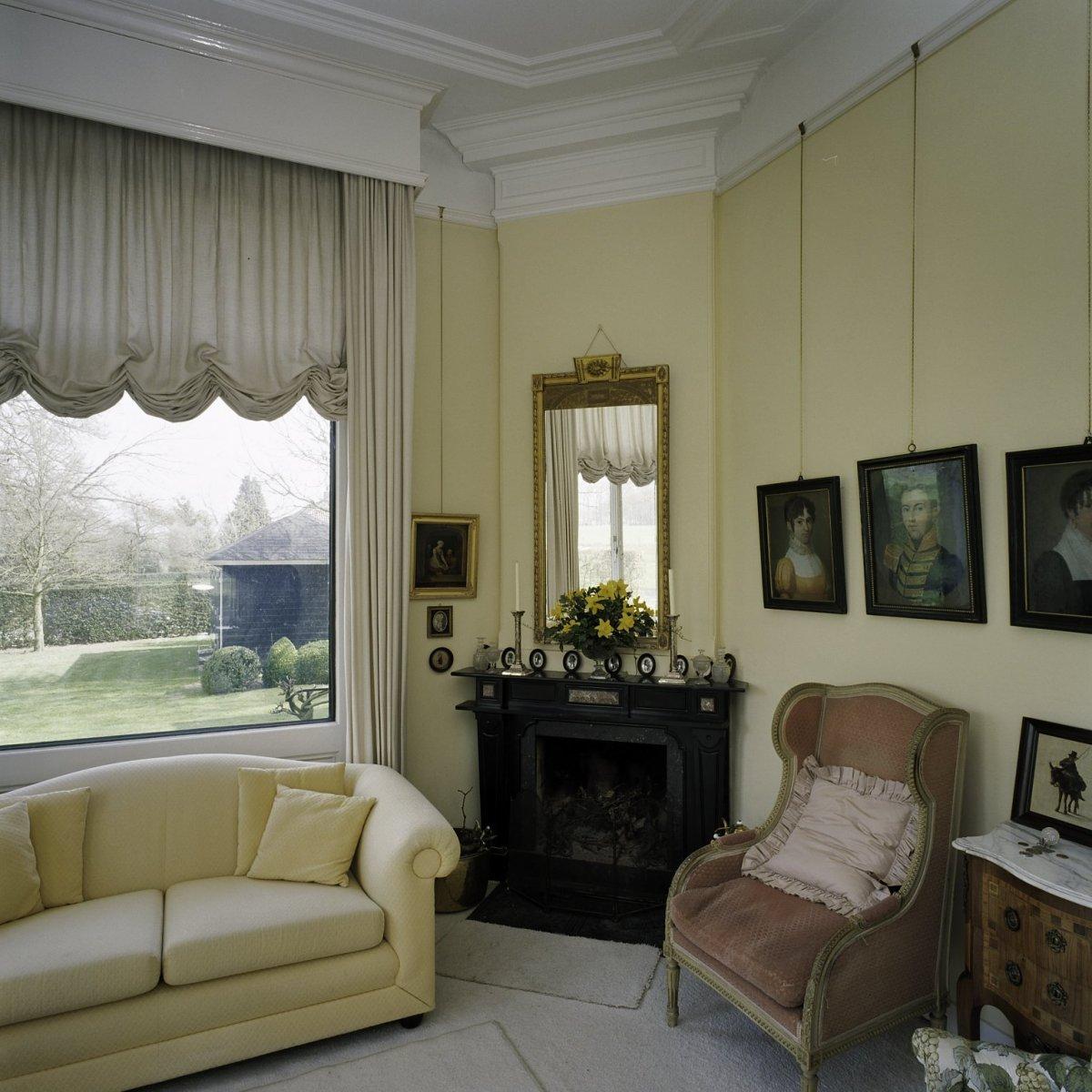 File interieur woonkamer met schoorsteenmantel borculo for Interieur woonkamer