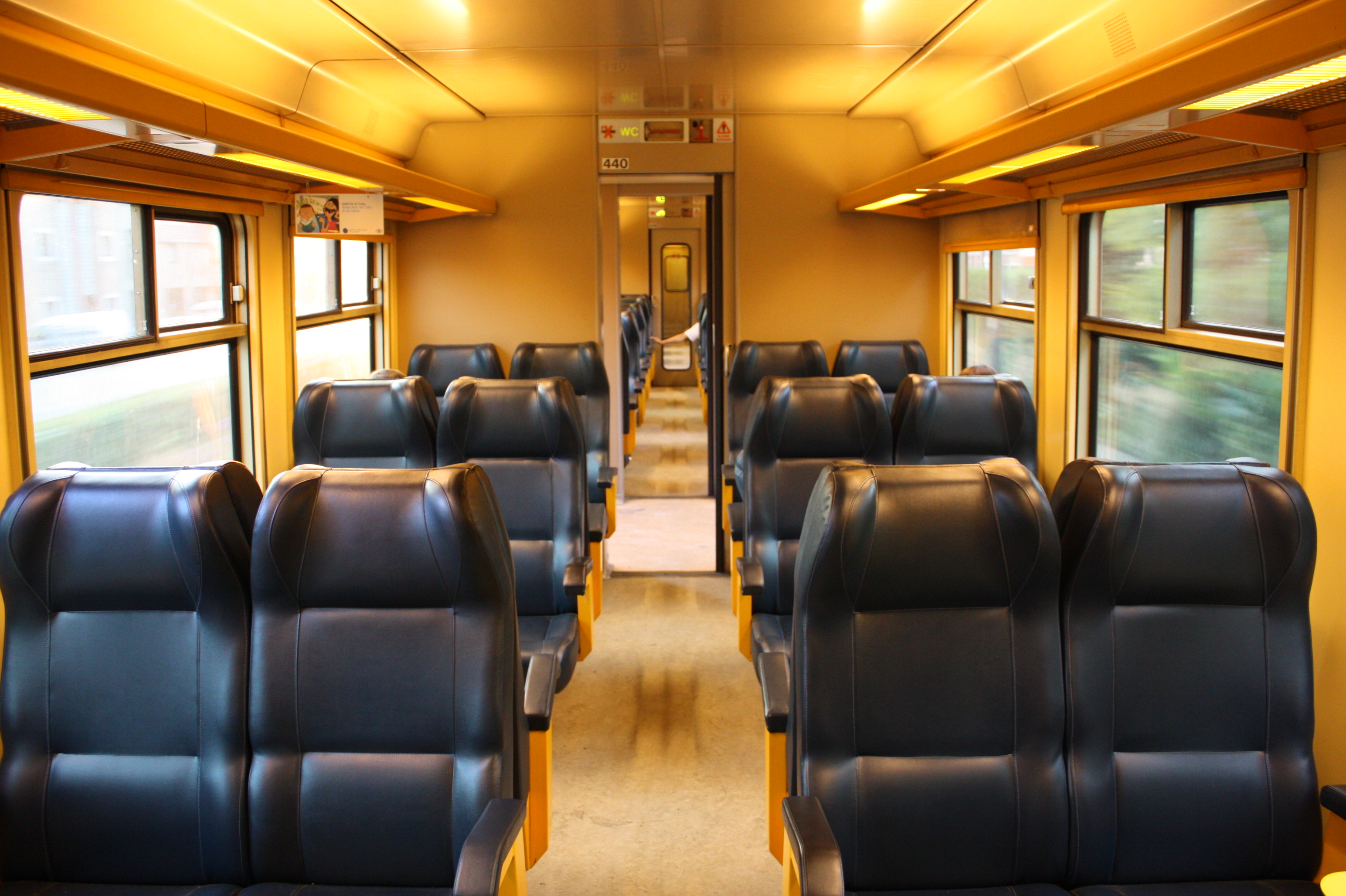 File interior of am80 nmbs wikimedia commons - Makers van het interieur ...