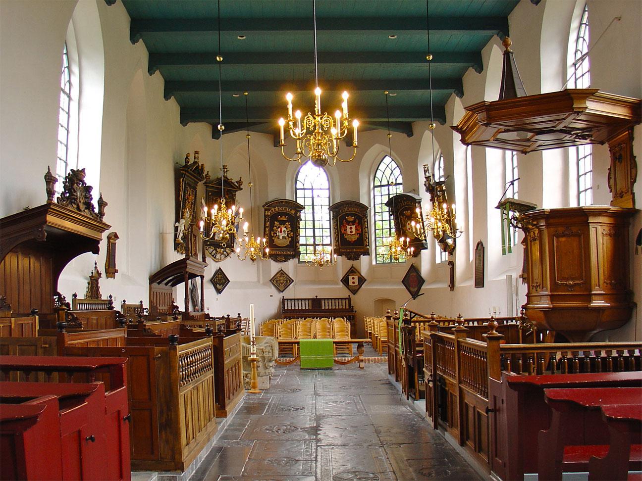 https://upload.wikimedia.org/wikipedia/commons/4/43/Kerk_Buitenpost_interieur.jpg