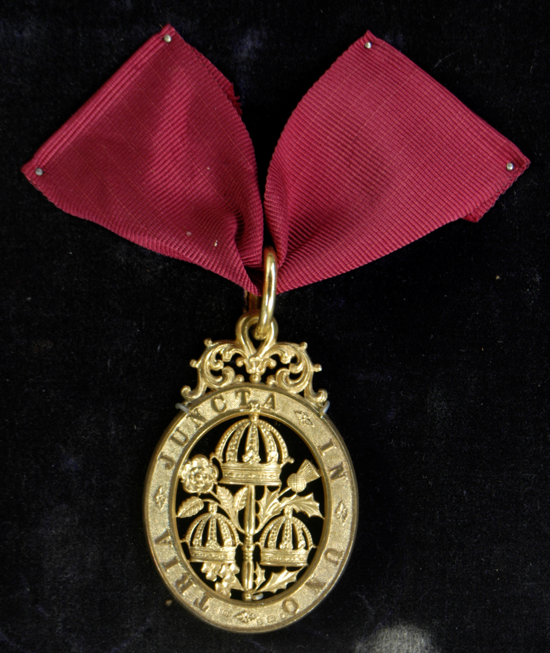 File:Knight Commander of the Bath neck badge, awarded to Cecil Fane