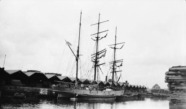 File:Lalla Rookh (ship, 1876) - NMM P4272.jpg