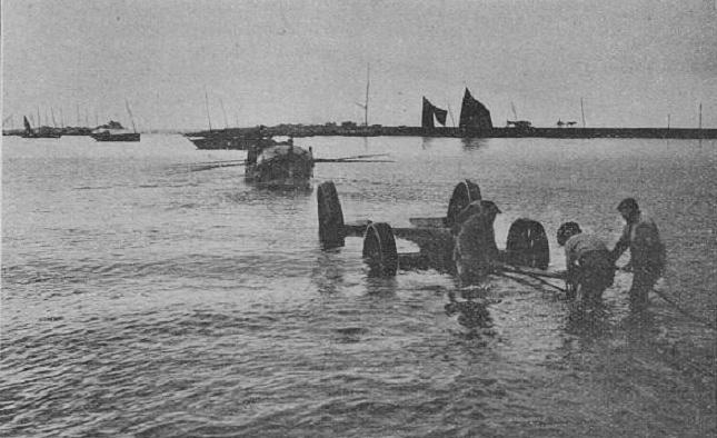 File:Lancement canot de sauvetage Saint-Guénolé.jpg
