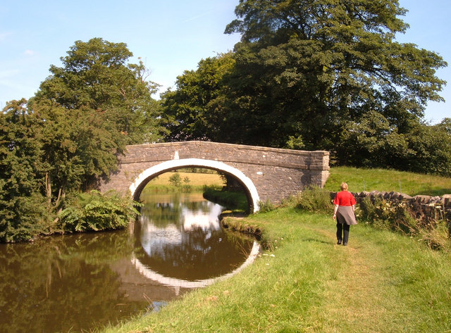 Leeds-Liverpool Canal at Newton Grange - geograph.org.uk - 520076