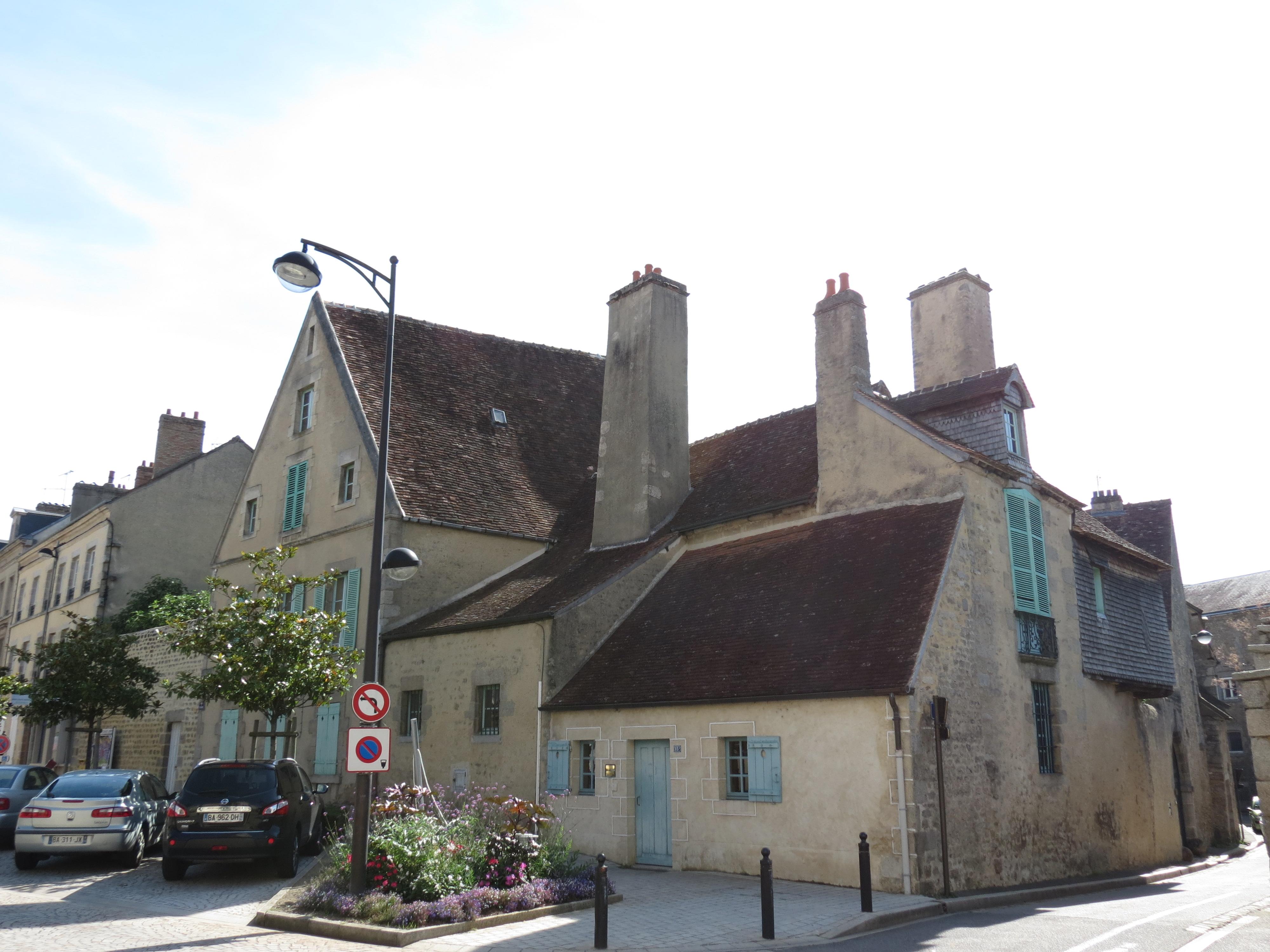Lovely File:Logis Saint Léonard   Alençon 1.JPG