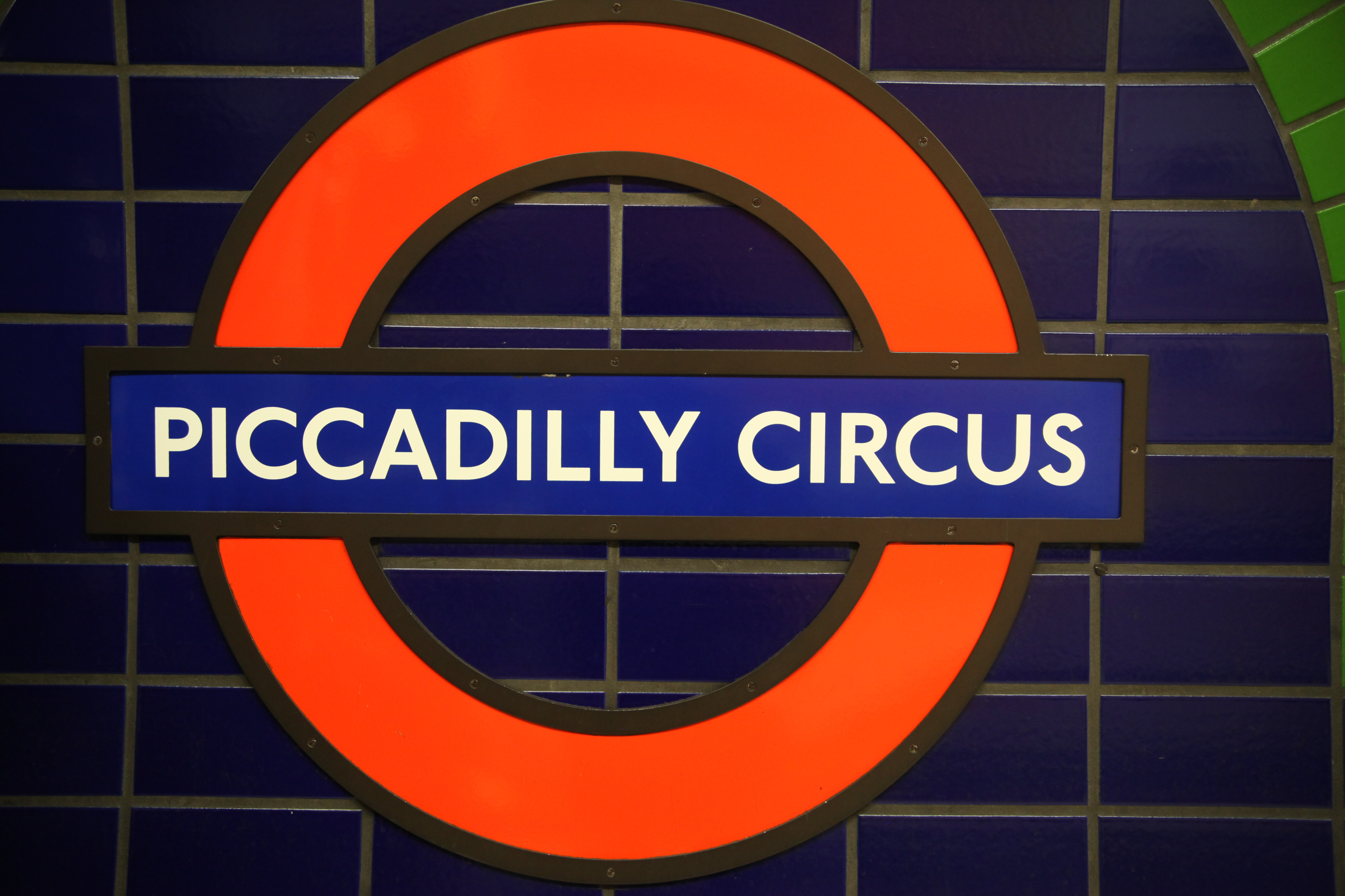 Filelogo Of London Tube Showing Piccadilly Circus Stationg