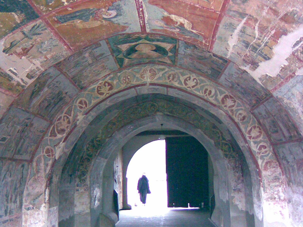 Fişier:ManastireaNeamtului TunelClopotnita.jpg