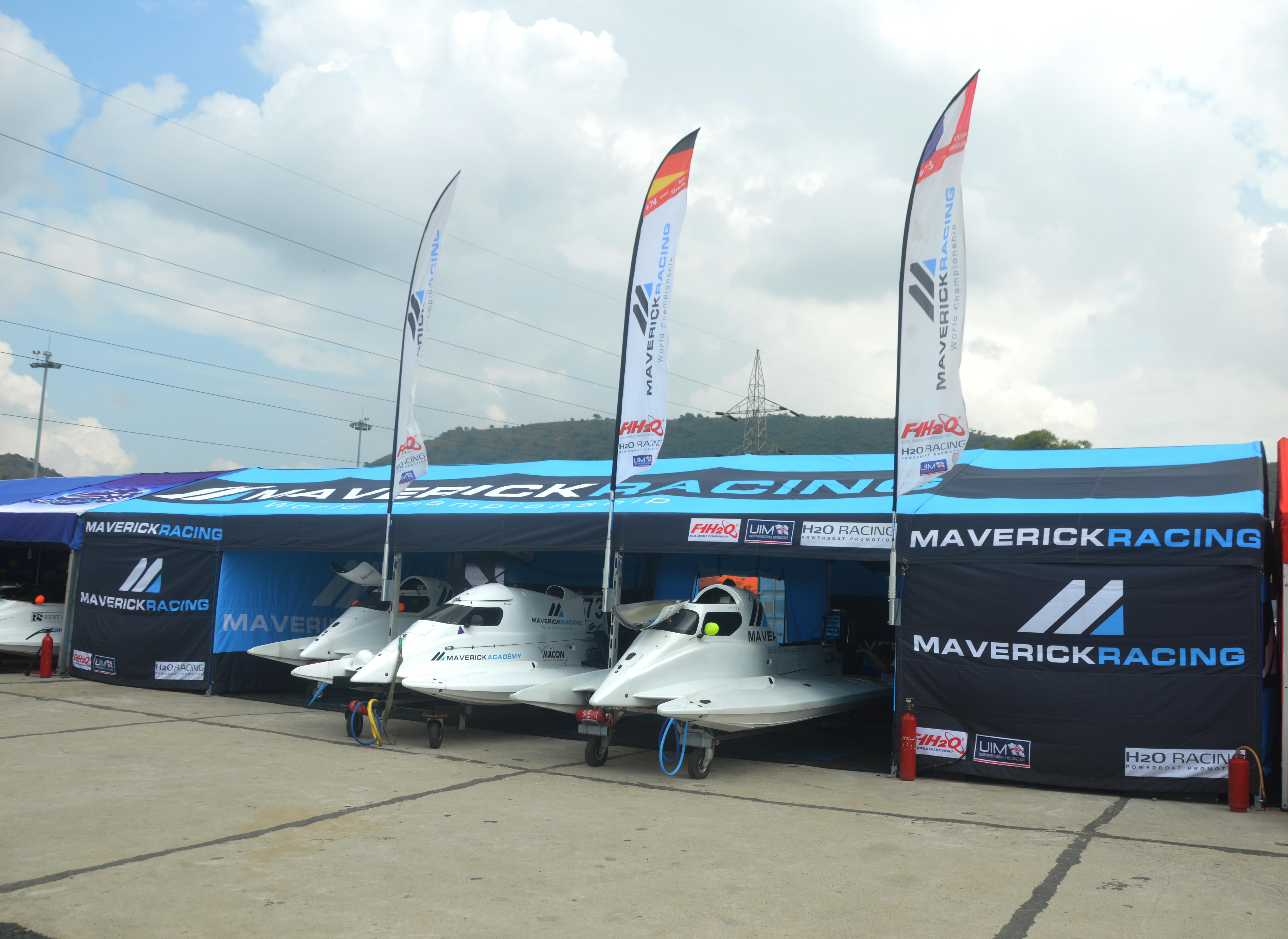 File:Maverick Racing team's pit stop (F1H2O Amaravathi) jpg