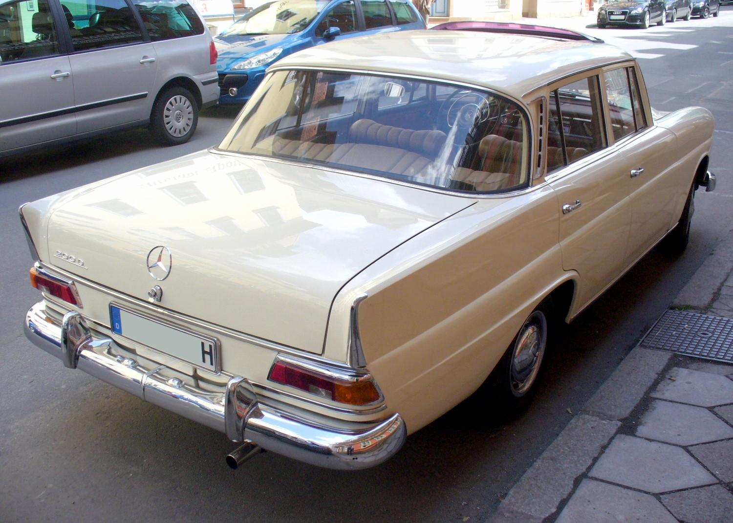 FileMercedes Benz W110 200D HeckJPG Wikimedia Commons