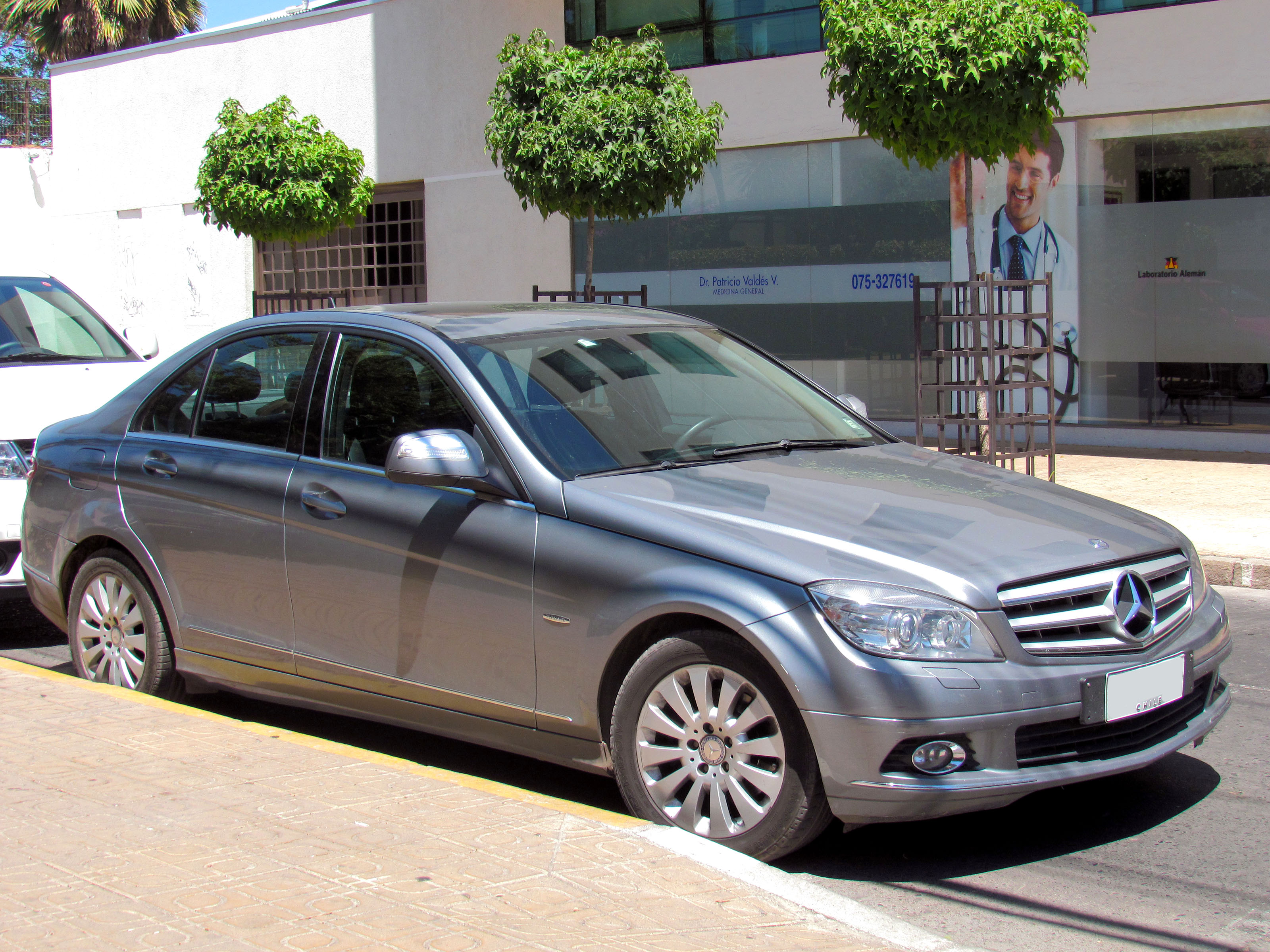 file mercedes benz c 220 cdi elegance 2008 14009089631 jpg wikimedia commons. Black Bedroom Furniture Sets. Home Design Ideas