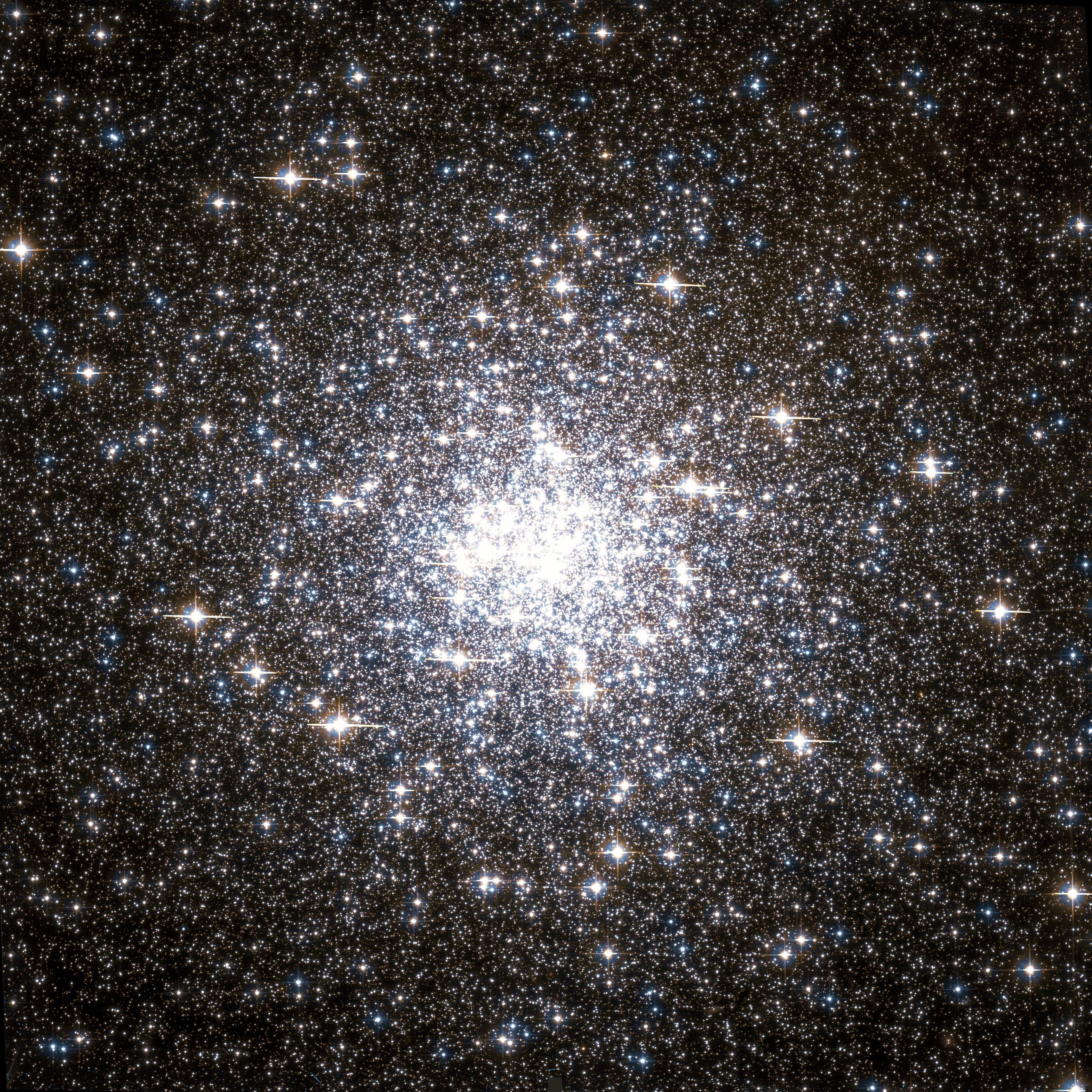 Messier 92 Hubble WikiSky.jpg