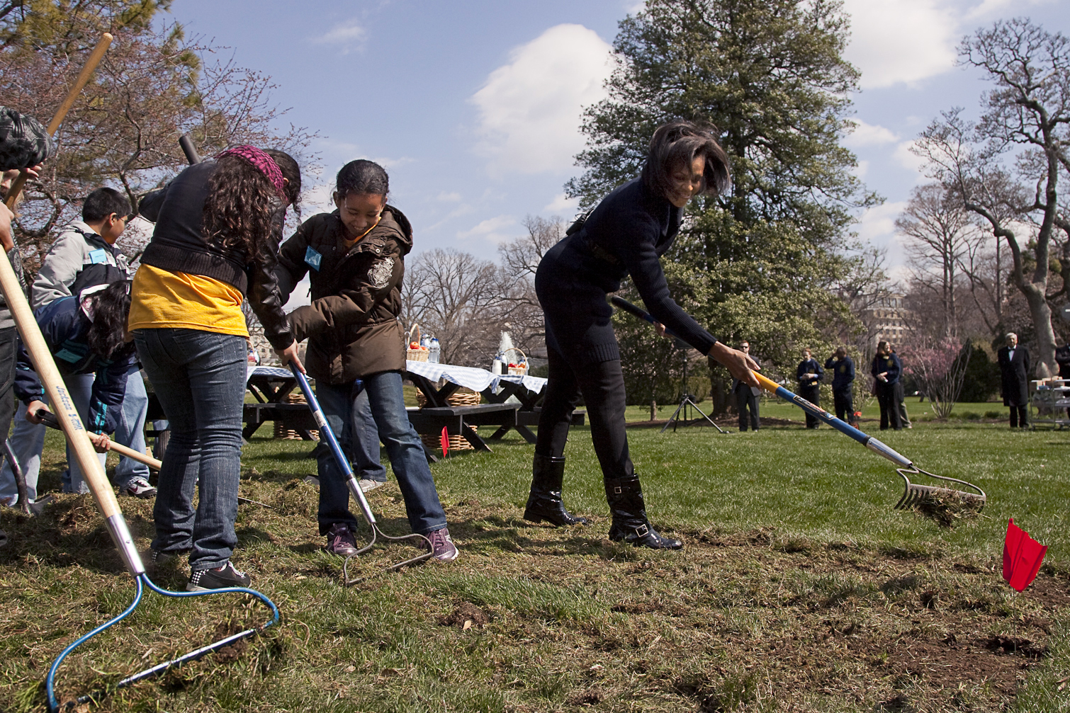 White House Kitchen Garden Filemichelle Obama Breaks Ground On White House Kitchen Garden 3
