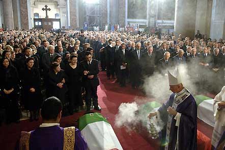 Nella foto: un momento dei funerali di Stato dei militari Ciardelli, Lattanzio e De Trizio.