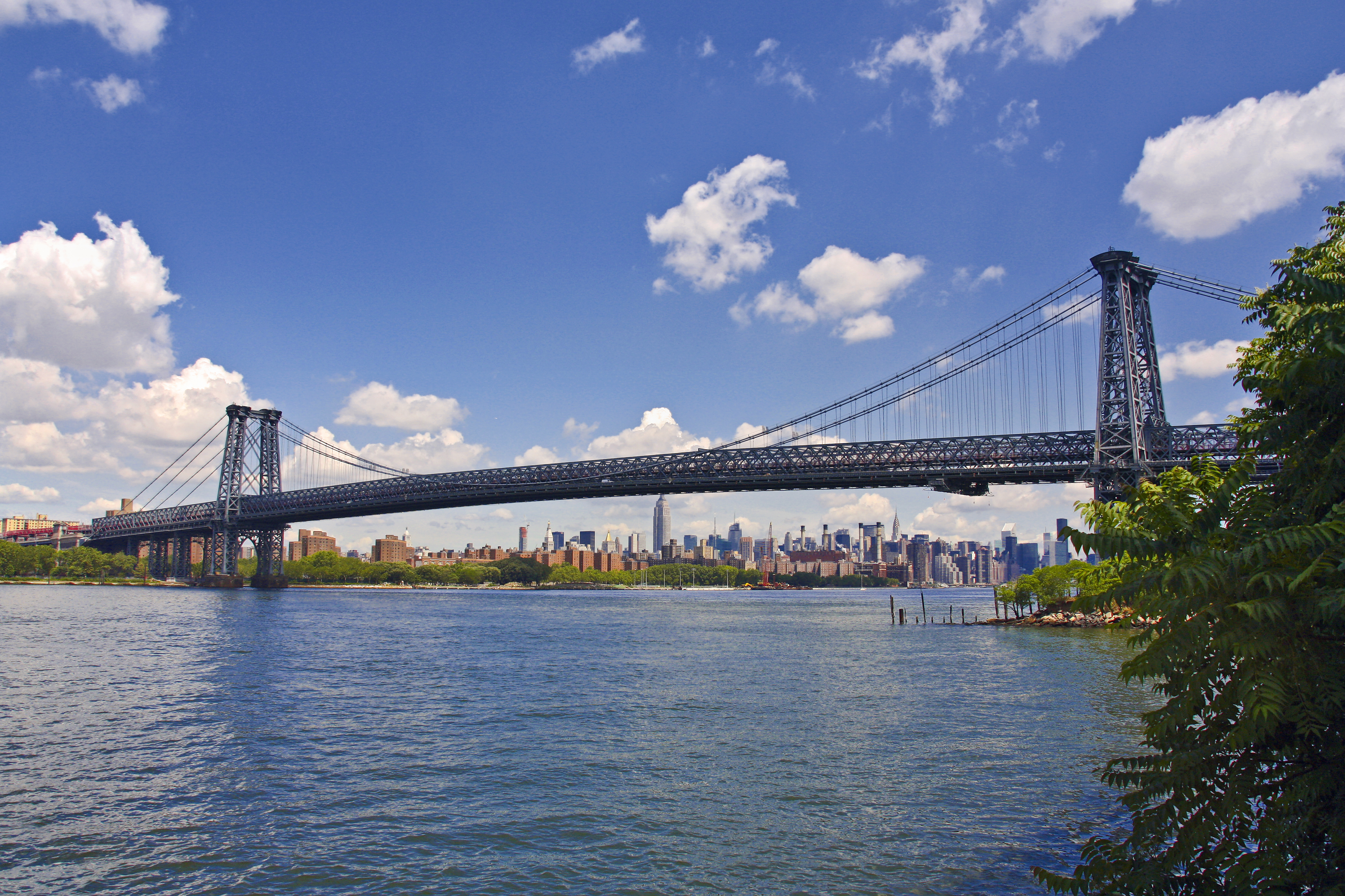 Description new york. williamsburg bridge