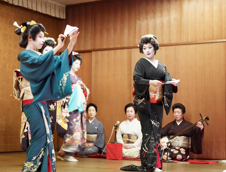 File Niigata Geisha Dancing2 Jpg Wikimedia Commons
