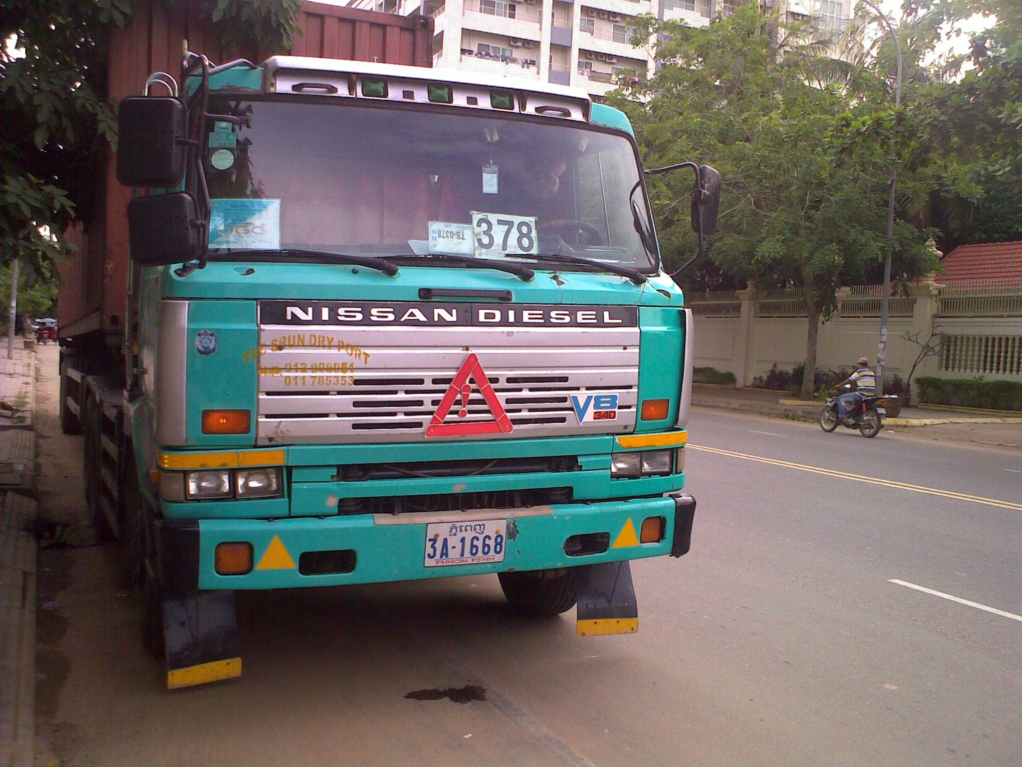 Nissan Diesel Truck >> File Nissan Cw 340 Diesel Truck 1 Cambodge Jpg Wikimedia