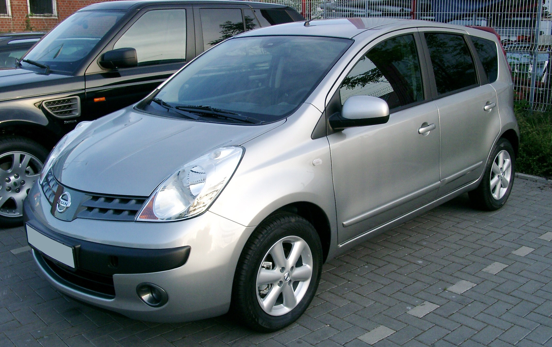 Nissan Note Occasion >> File Nissan Note Front 20070521 Jpg Wikimedia Commons
