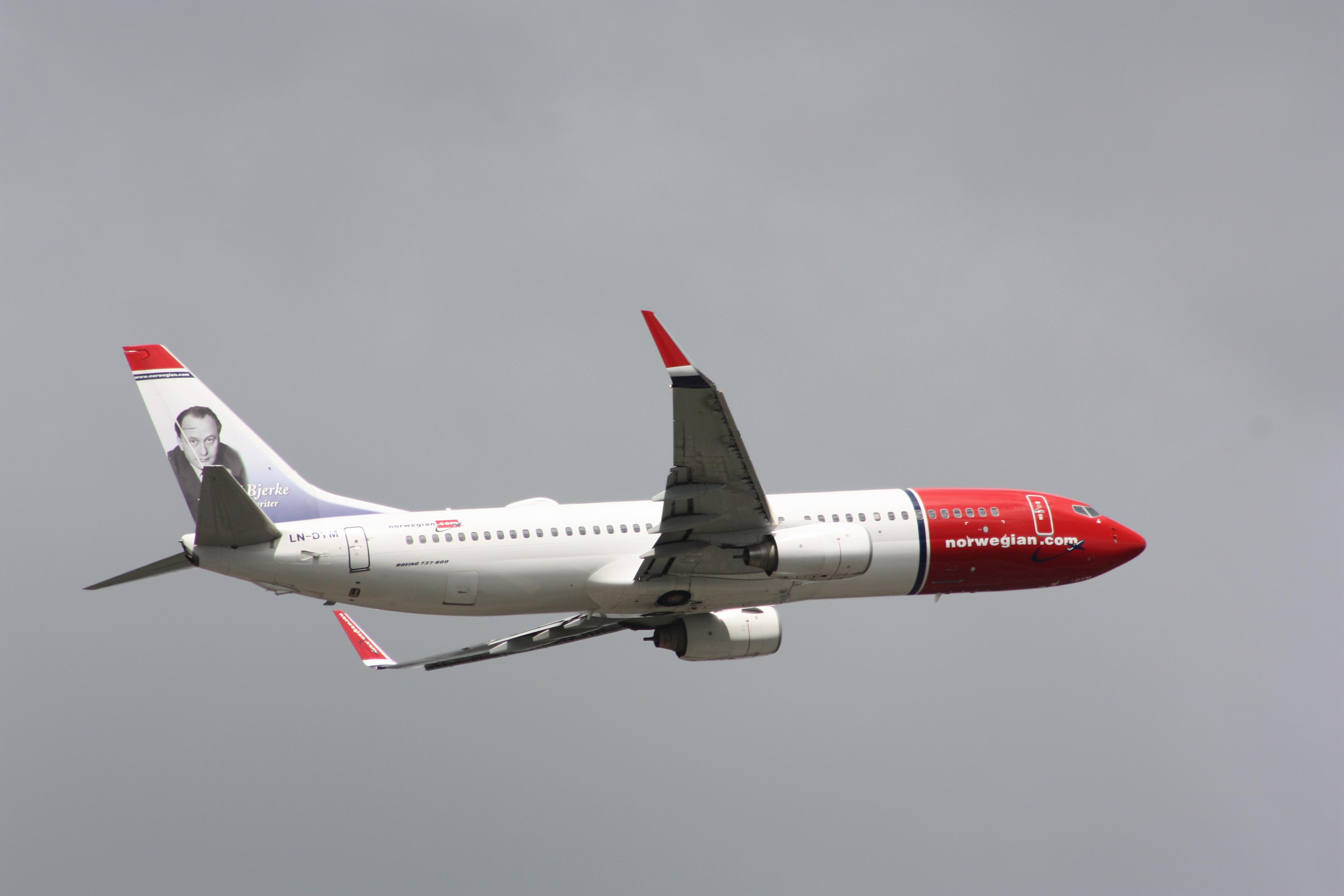 LN-DYM Boeing 737