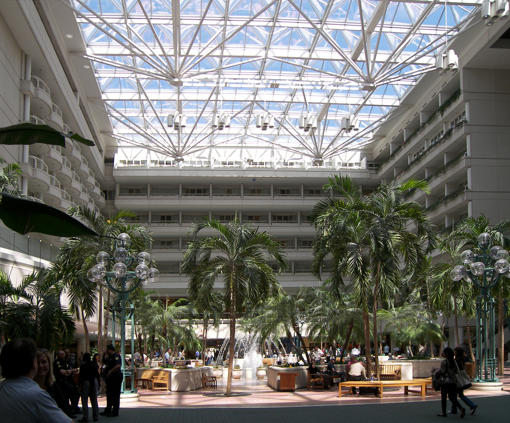 file orlando international airport atrium     wikimedia