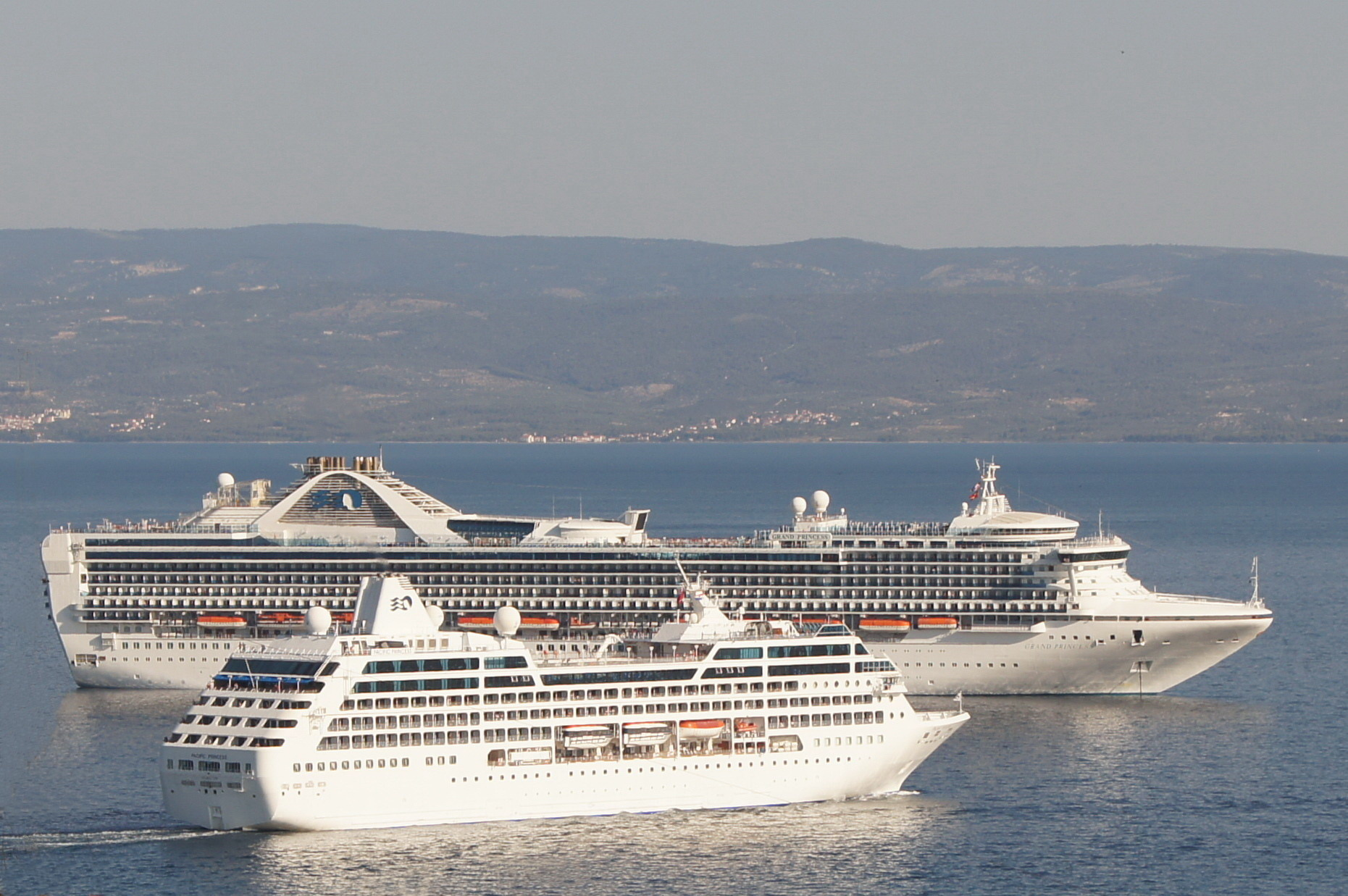 File Pacific Princess Grand Princess In Split On 2011 07