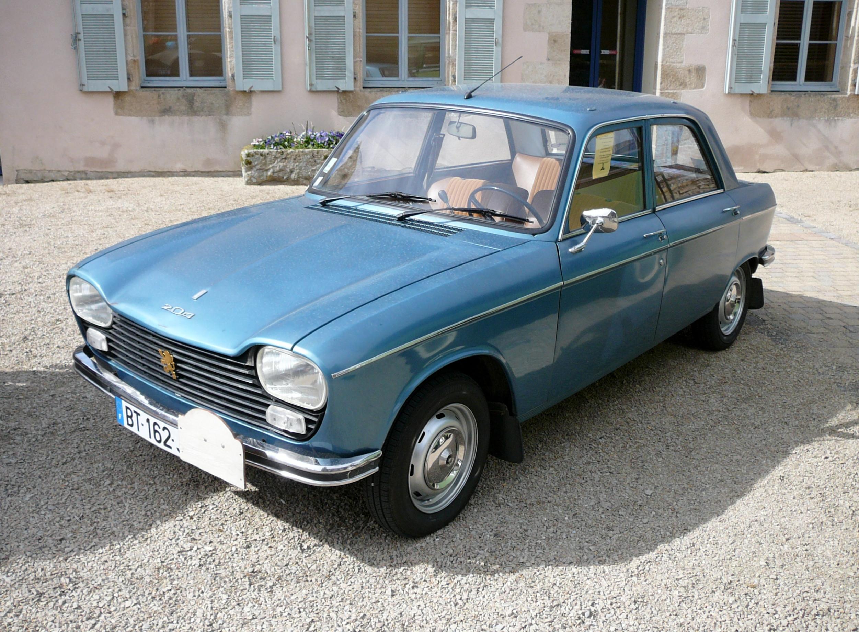 File:Peugeot 204 In Guerlesquin.JPG