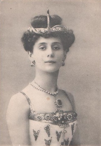 Photographic postcard of Anna Pavlova as the Princess Aspicia in Alexander Gorsky's version of the Petipa/Pugni The Pharaoh's Daughter for the Bolshoi Theatre. Moscow, 1908 Pharoah's Daughter -Anna Pavlova -1910.jpg