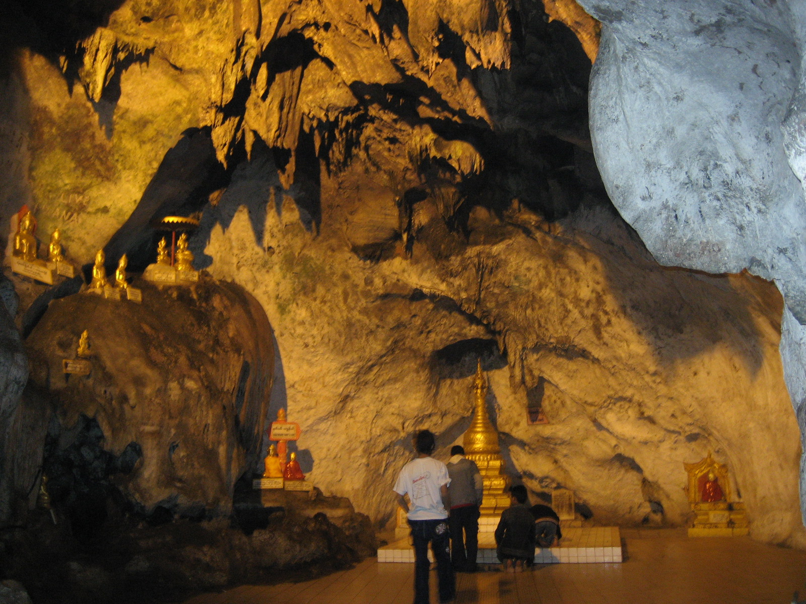 Pindaya Myanmar  city images : Pindaya Caves interior Wikimedia Commons