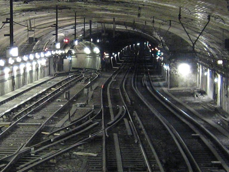 File porte de versailles l12 3 wikimedia commons - Porte de versailles metro ...