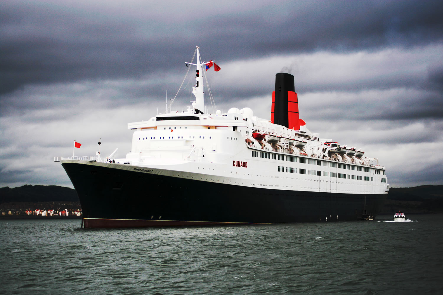 http://upload.wikimedia.org/wikipedia/commons/4/43/QE2-South_Queensferry.jpg