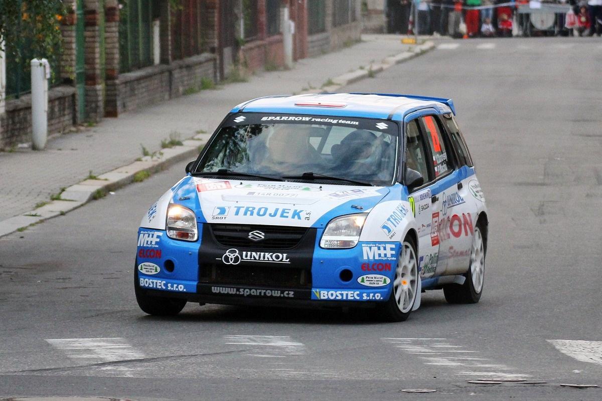 Rally_Bohemia_2011_-_Dunovsk%C3%BD_-_Suzuki_Ignis_S1600.jpg