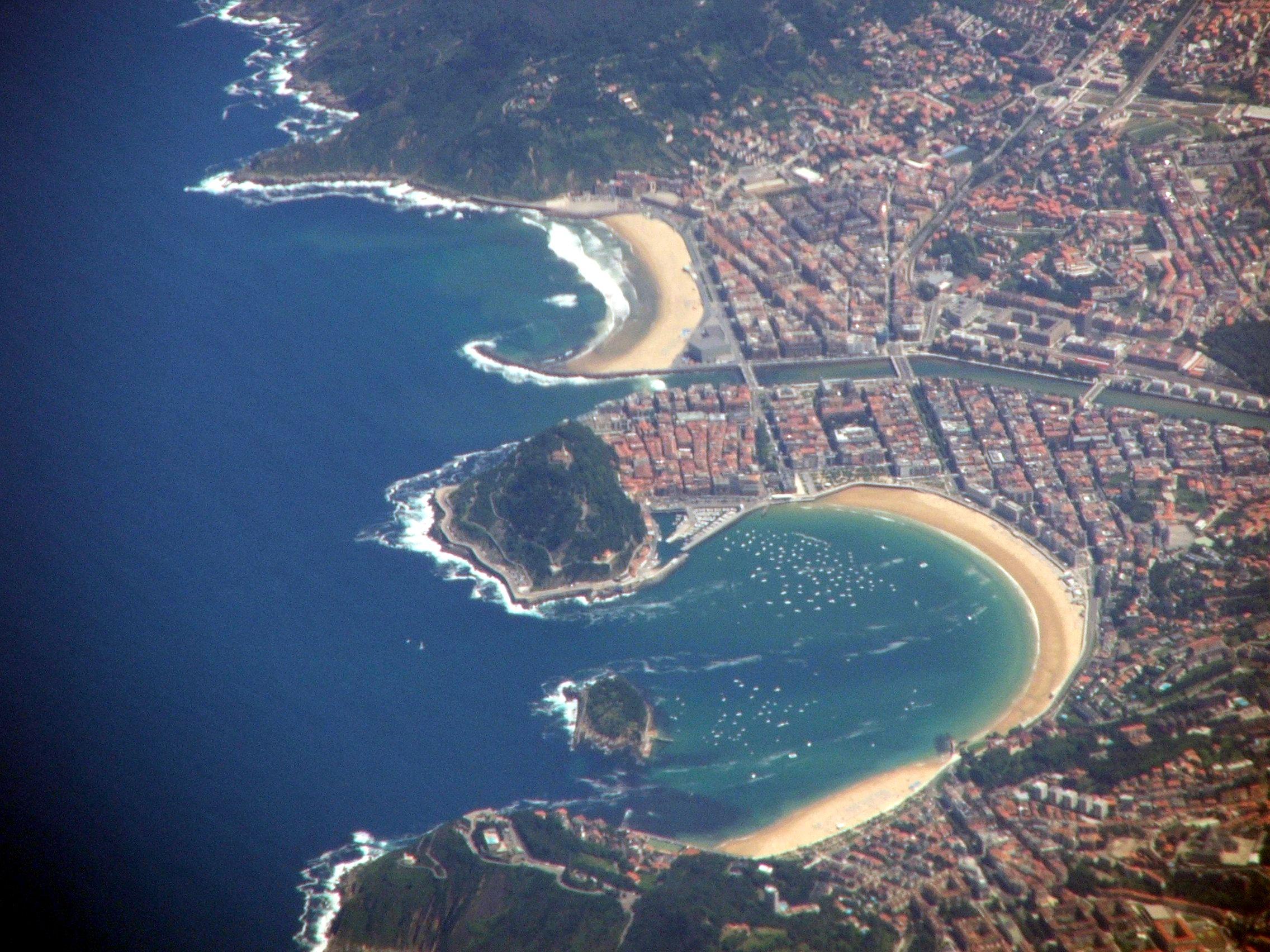 File san sebastian aerial 7909 jpg wikimedia commons - Clima en donostia san sebastian ...