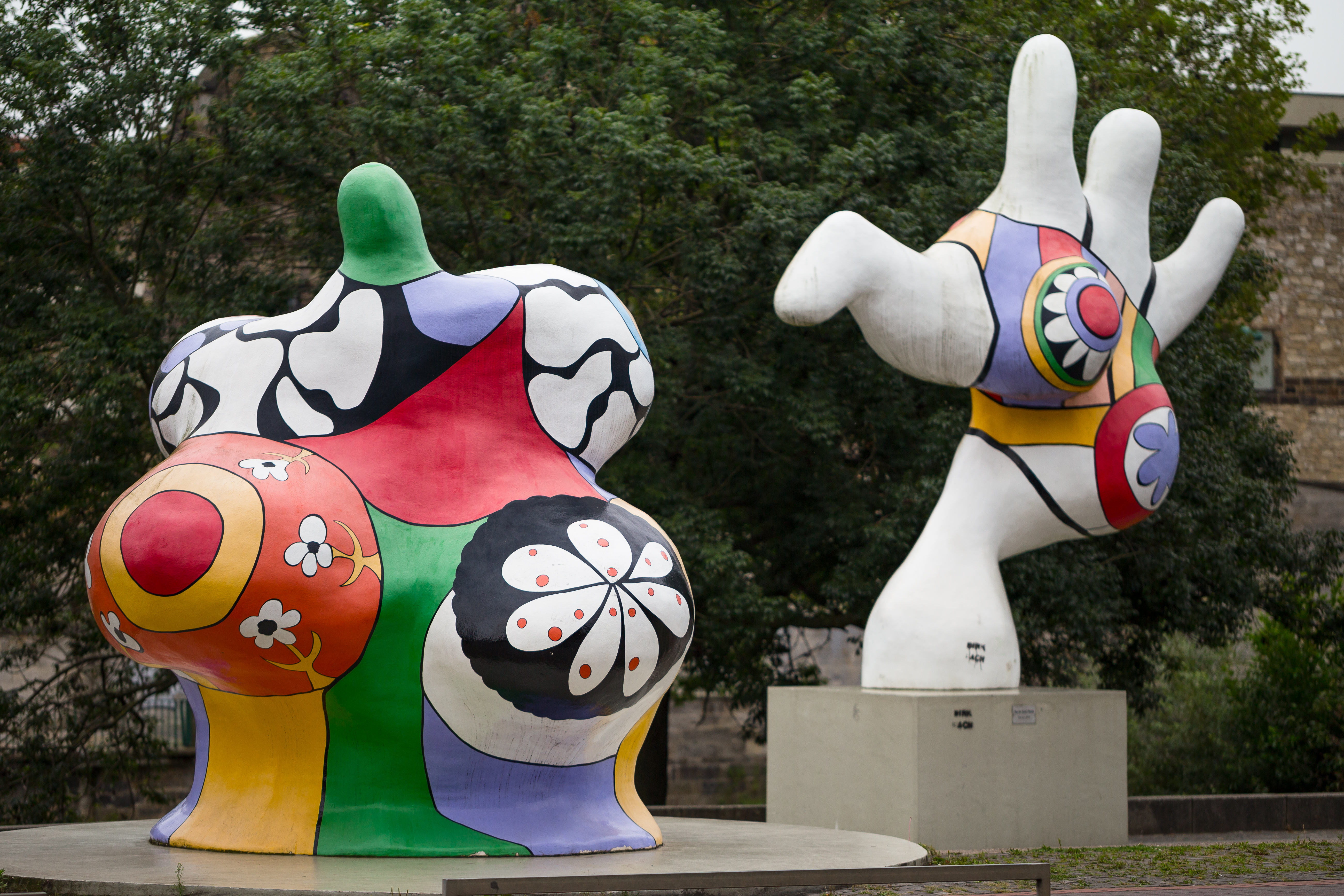 niki de saint phalle nana sculptures. Black Bedroom Furniture Sets. Home Design Ideas