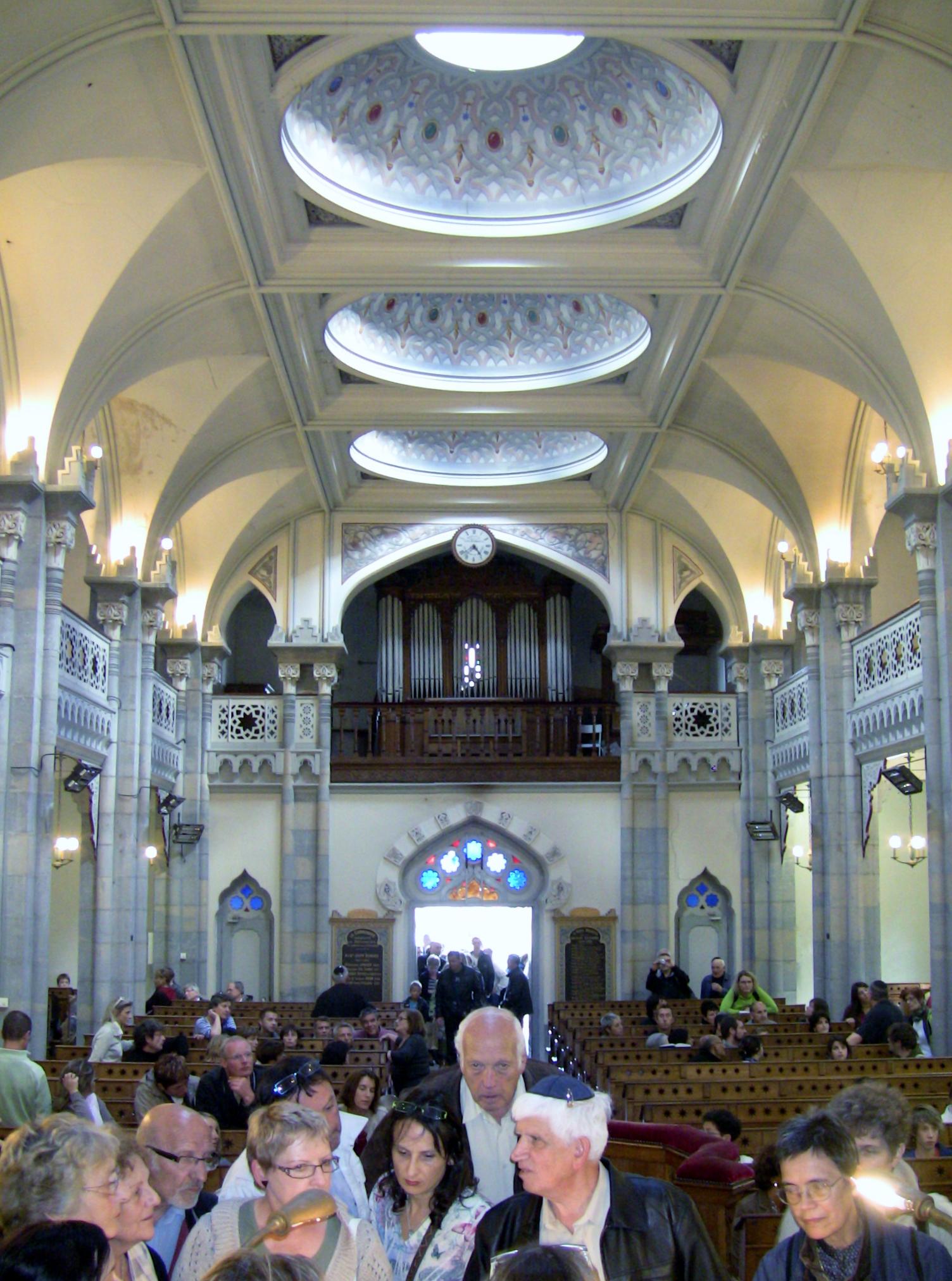 fichier:synagogue de besançon - intérieur 2 — wikipédia