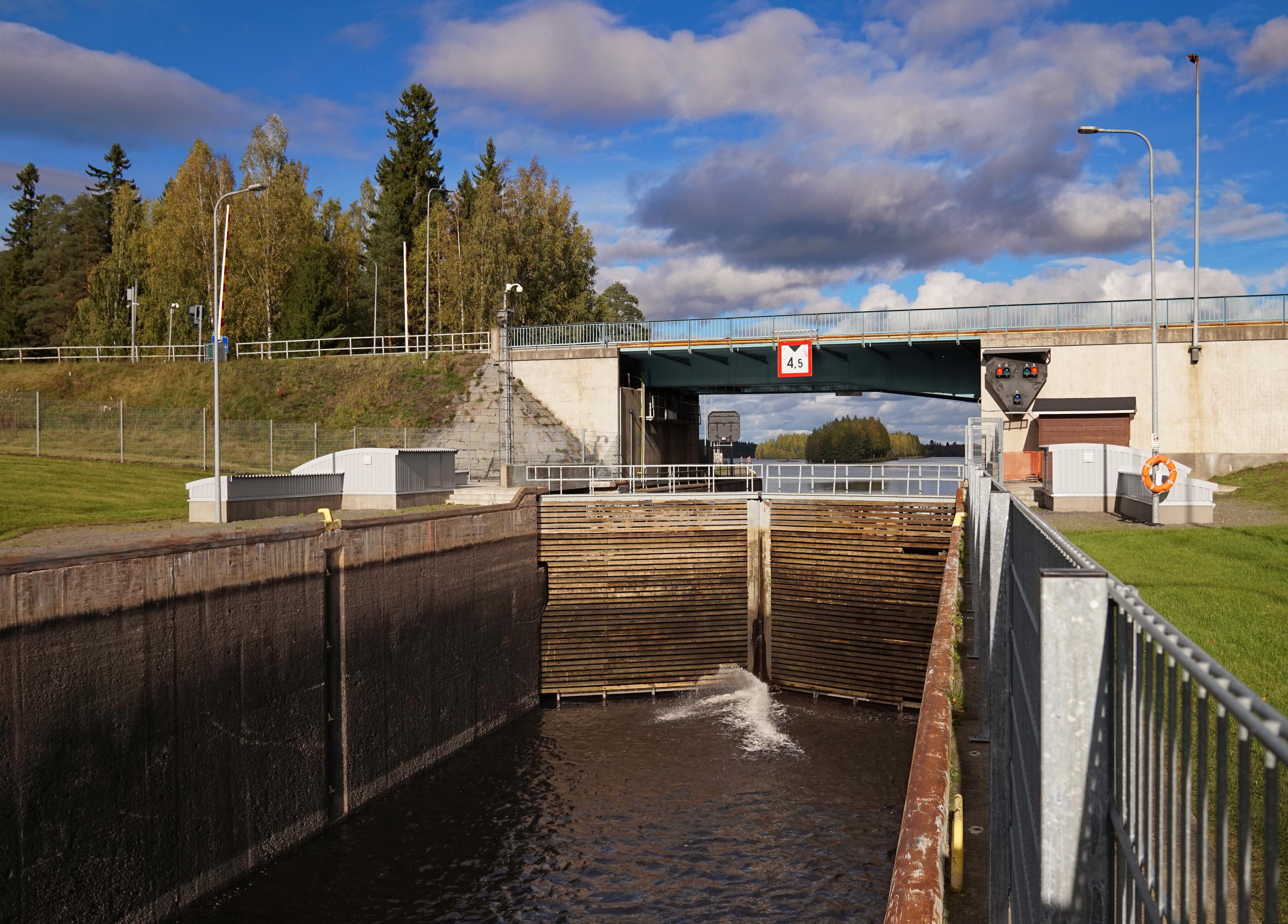 Taipale Canal - gate.jpg