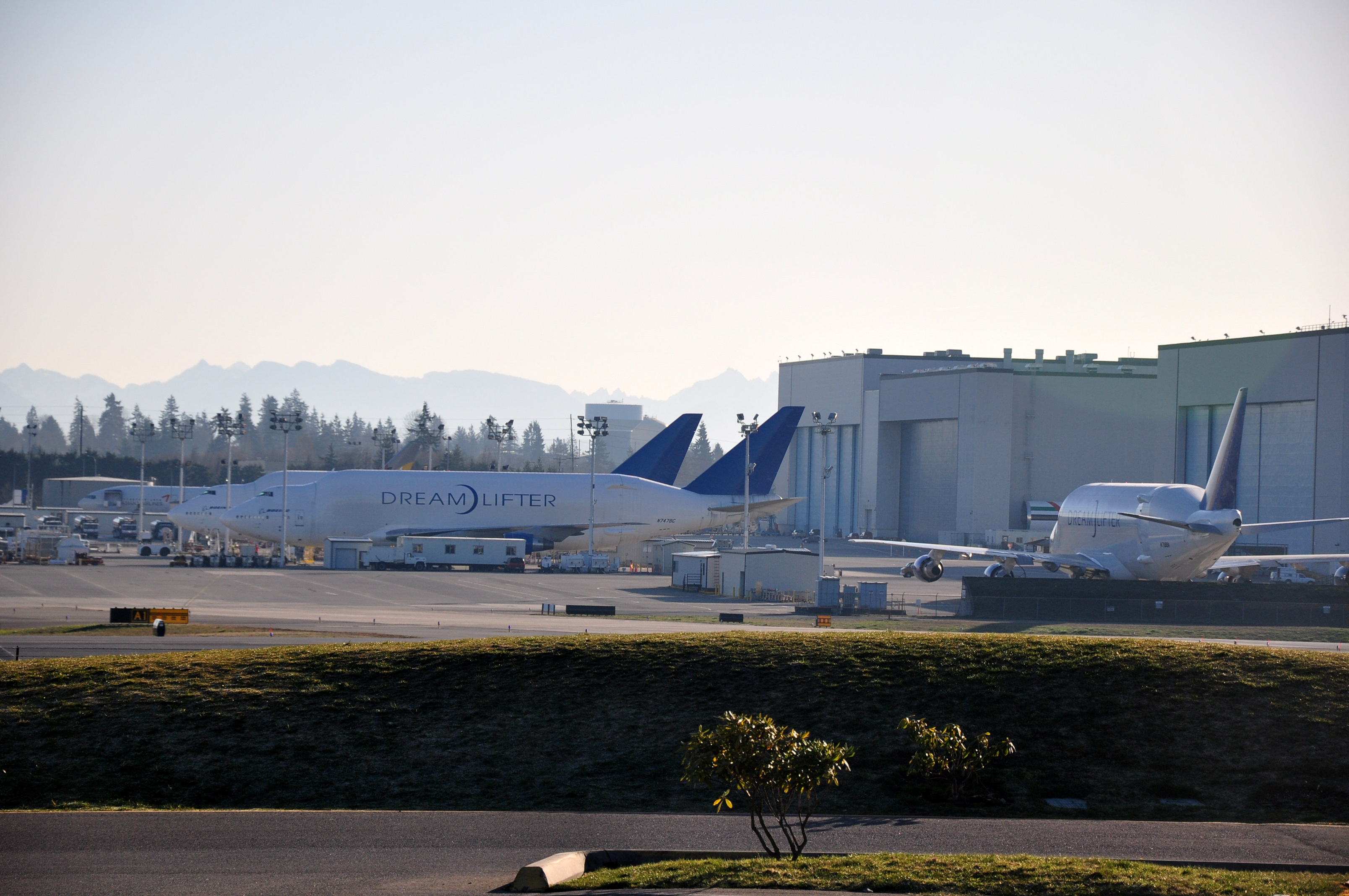 File:Three dreamlifters at Boeing Everett factory JPG