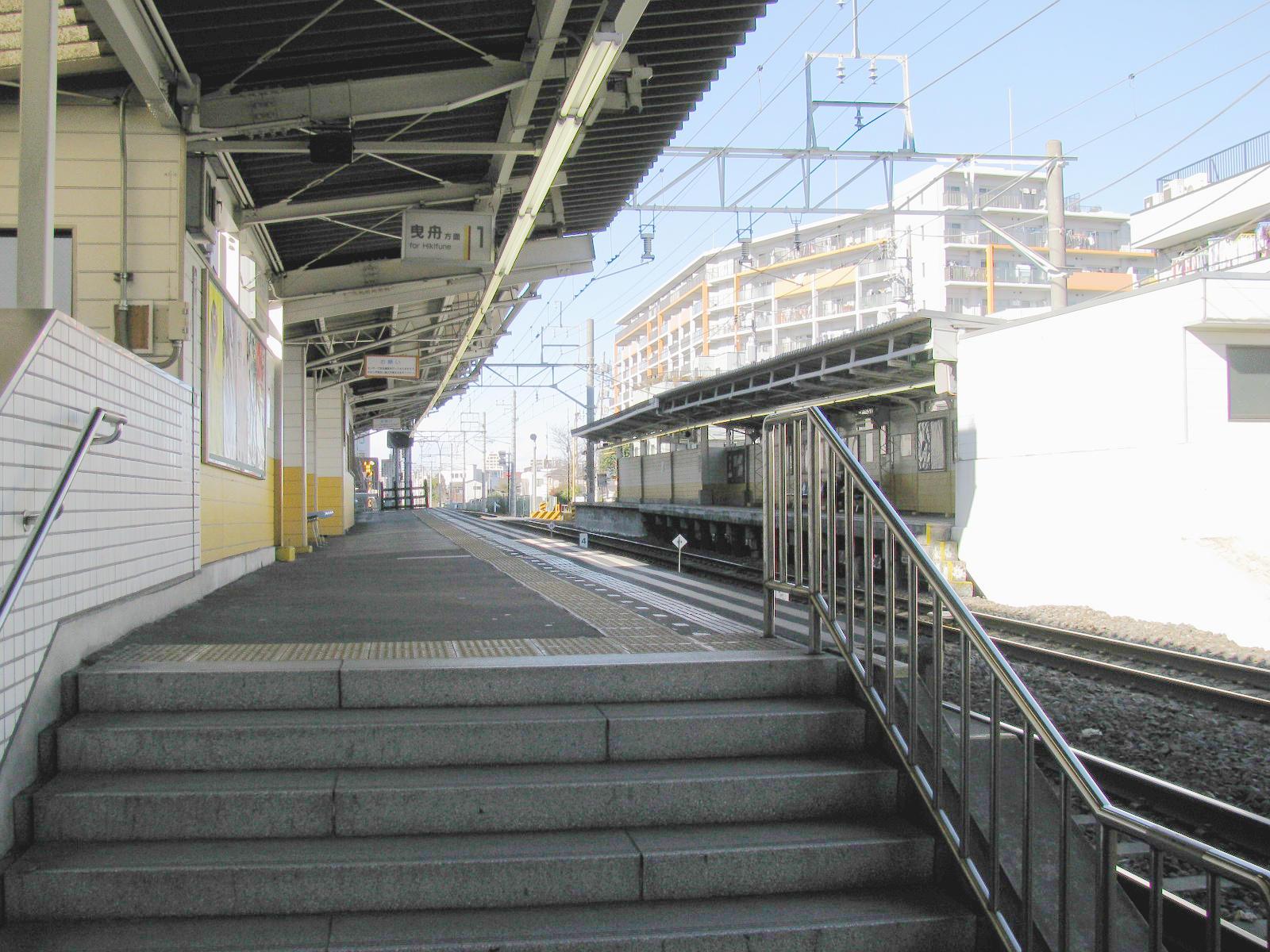 https://upload.wikimedia.org/wikipedia/commons/4/43/Tobu_Omurai_sta_001.jpg
