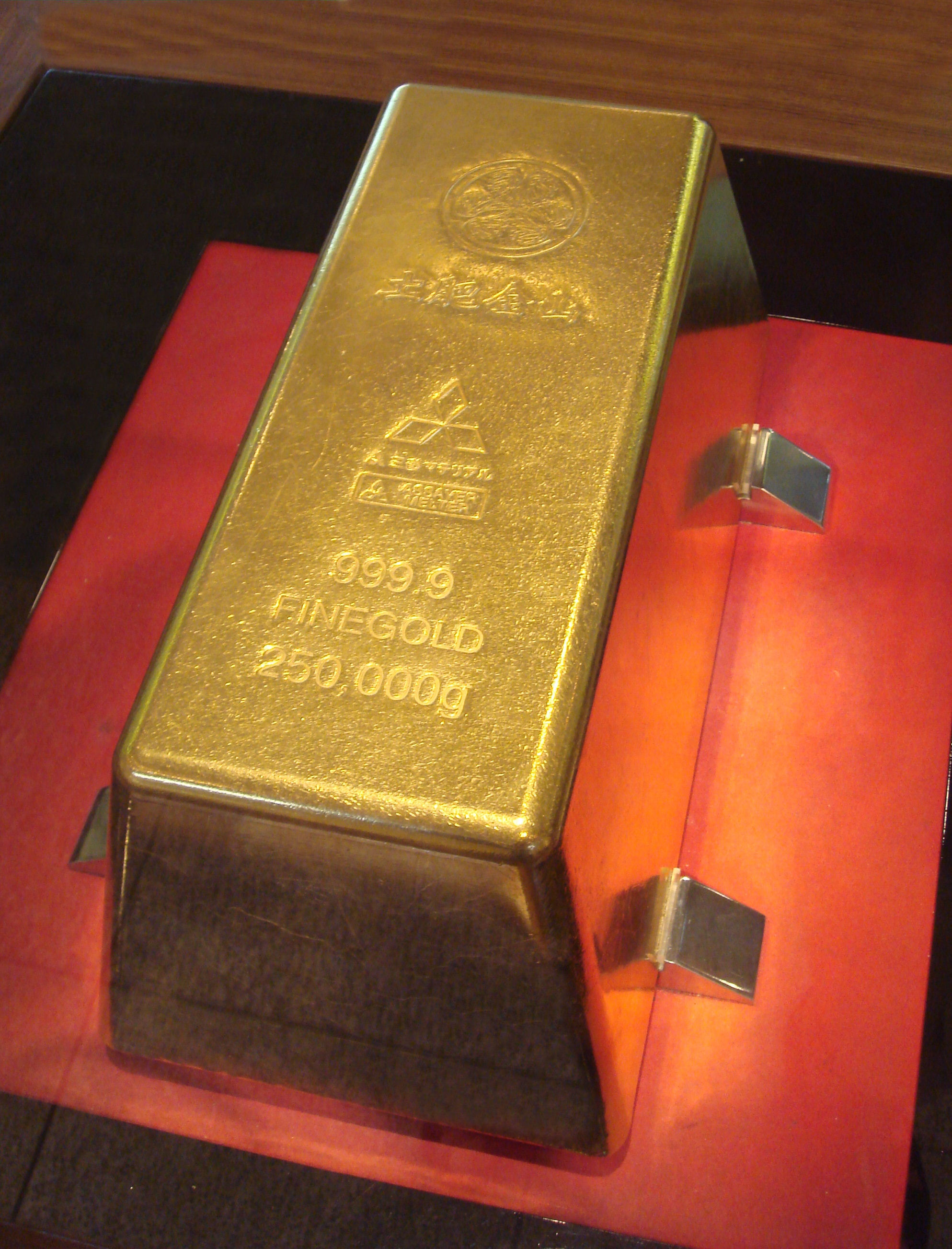 A gold bar, a quarter of a metric ton
