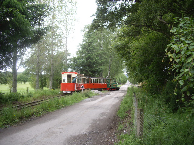 Train to Haughton Country Park - geograph.org.uk - 1362703
