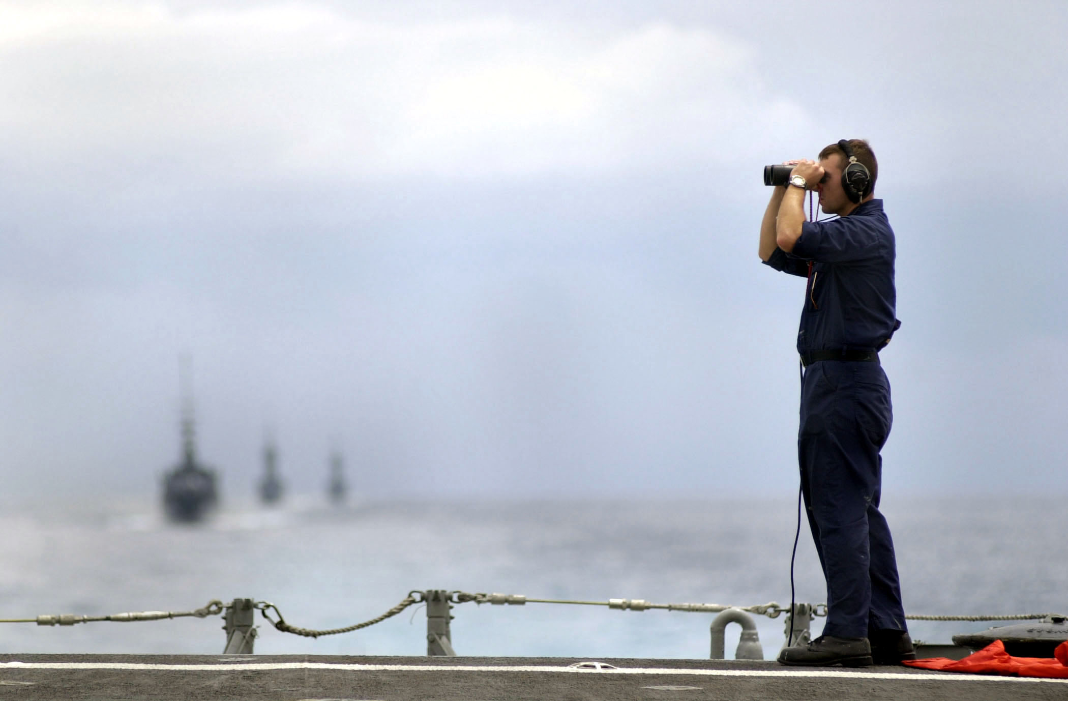 fileus navy 000918 n 5961c 001 sailor on lookout watch aboard