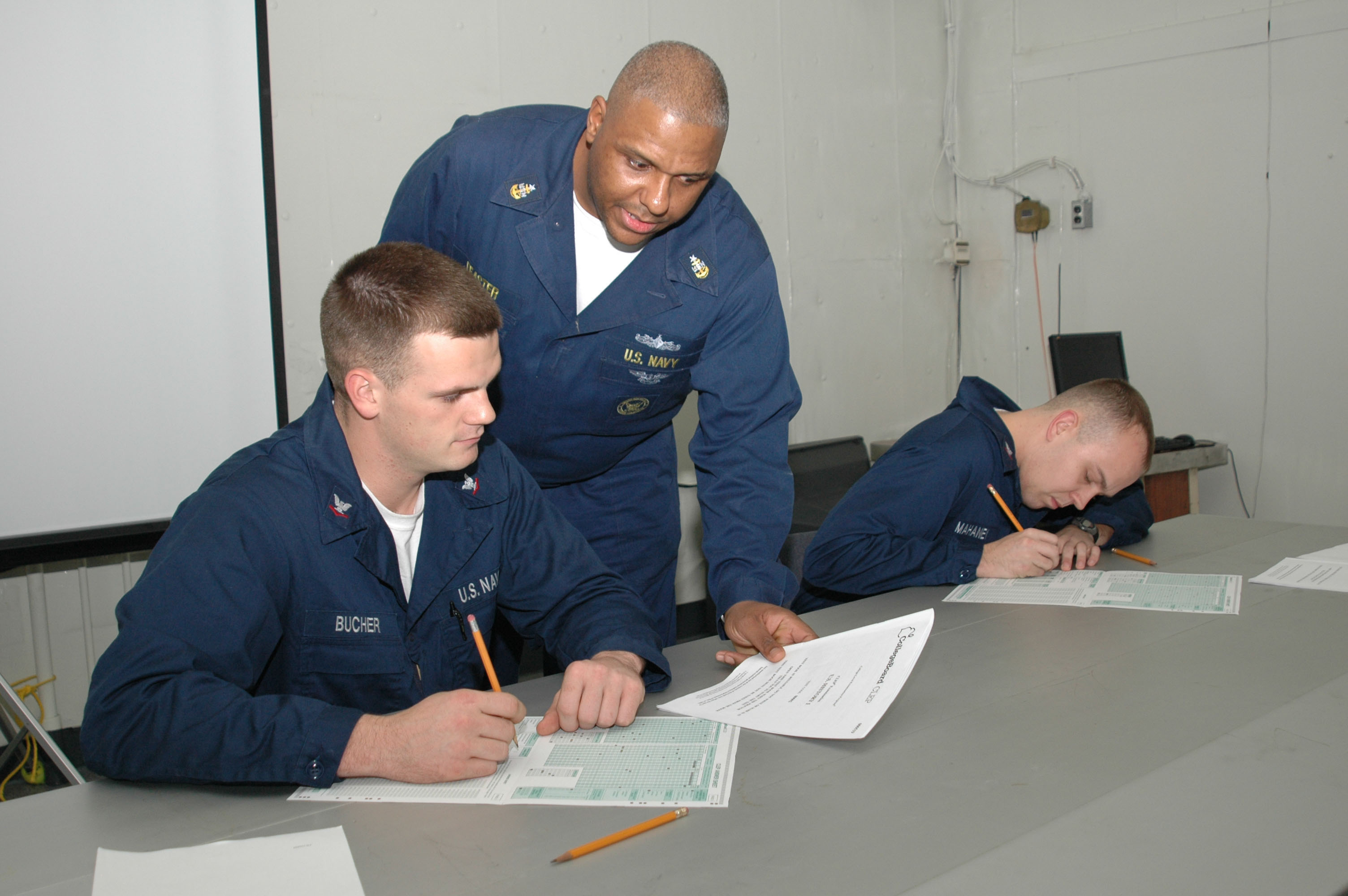 File:US Navy 061024-N-4207M-012 Senior Chief Navy Career counselor ...