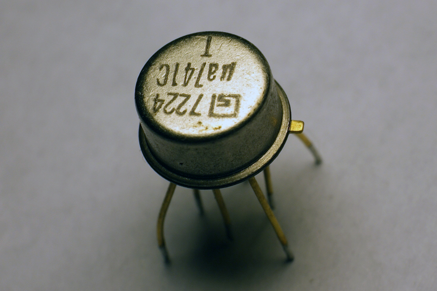 Operational Amplifier Wikiwand Using The Lm741 Construct Openloop Comparator Circuit Shown Be