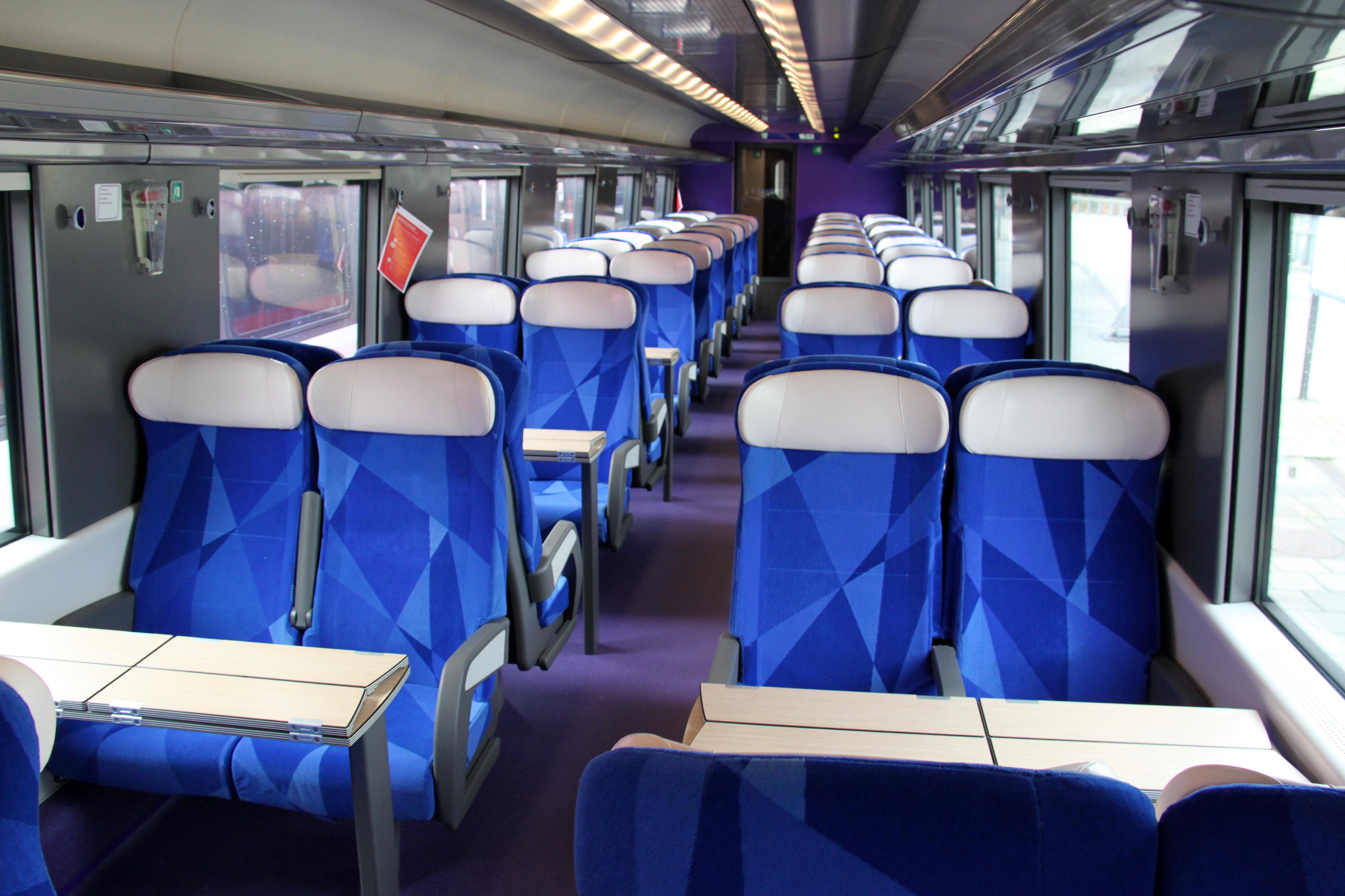 Bestand:V250 Interior 2e klasse 2 2012.jpg - Wikipedia