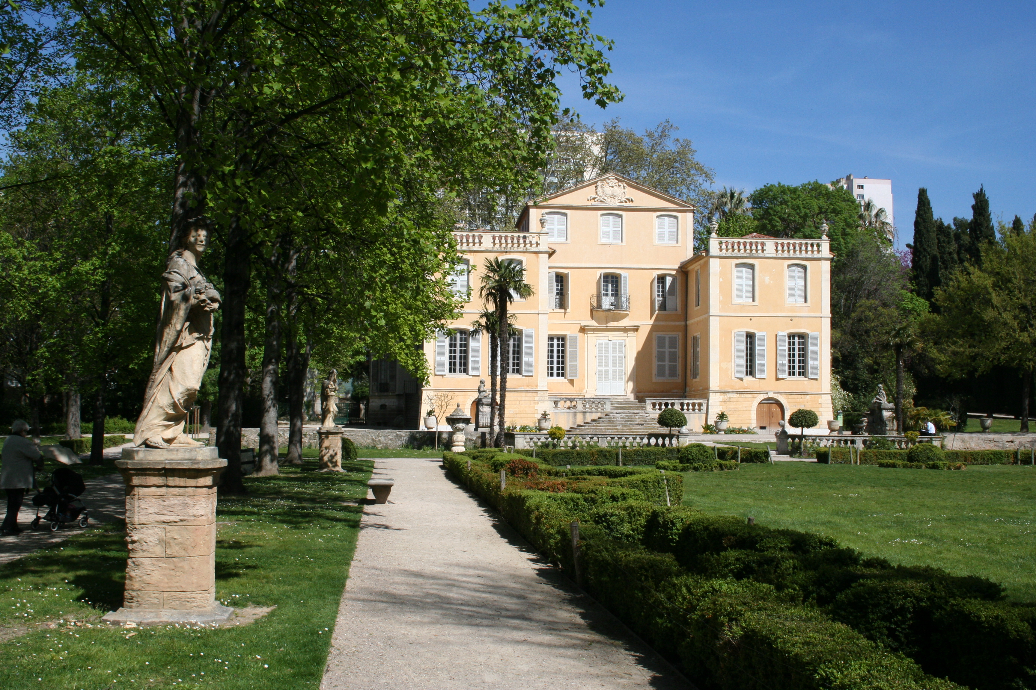 Jardin de la magalone for Villas de jardin port glaud