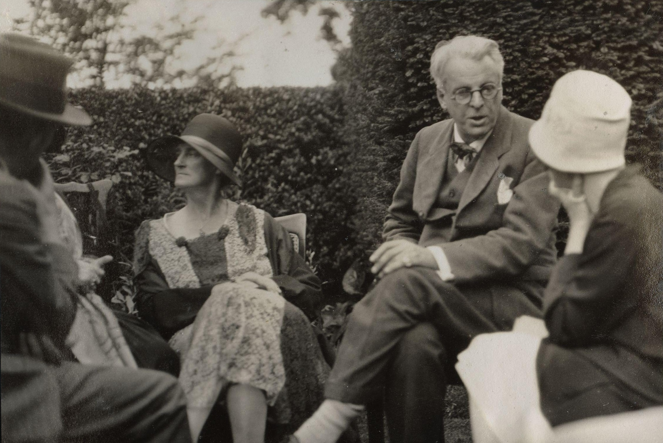 ezra pound and william butler yeats Maud gonne macbride and she had a brief affair with ezra pound the life and works of william butler yeats maud gonne at library of congress authorities.