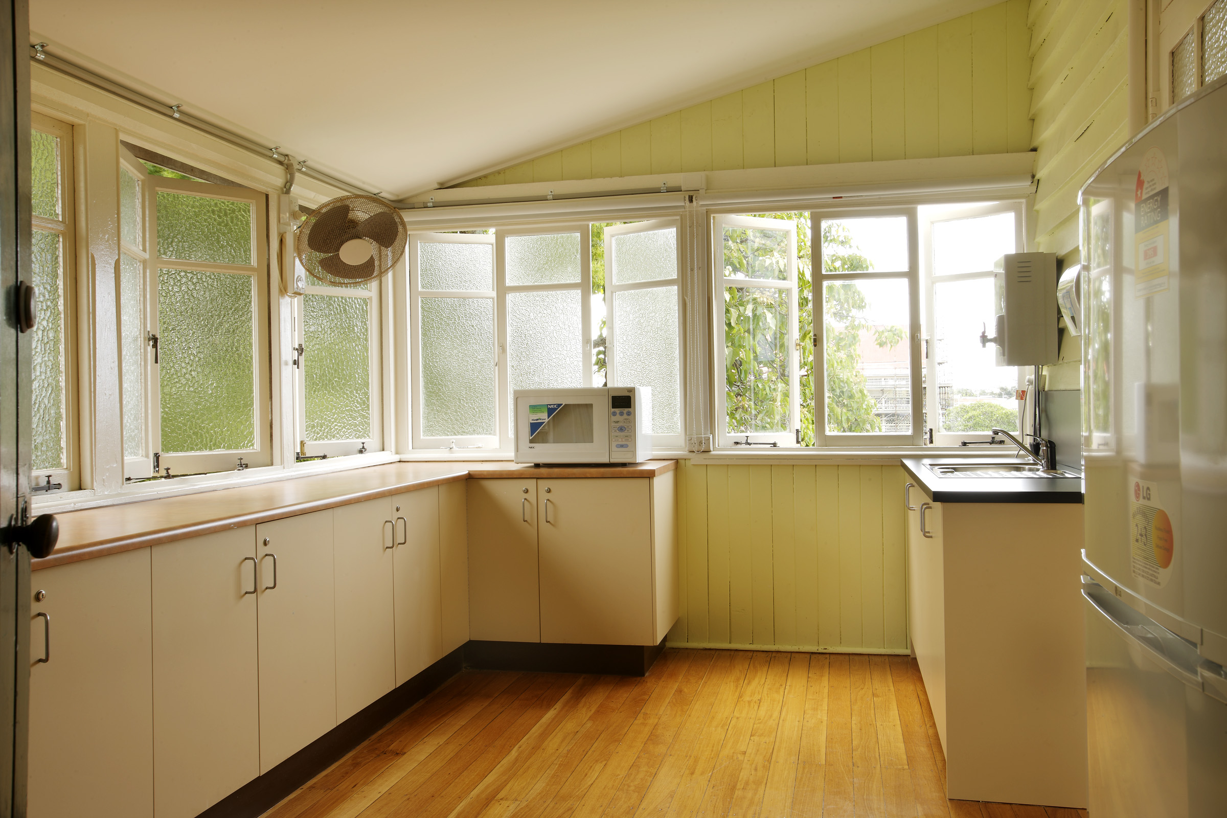 File:Wynnum Hall - small kitchen attached to the Lodge ...