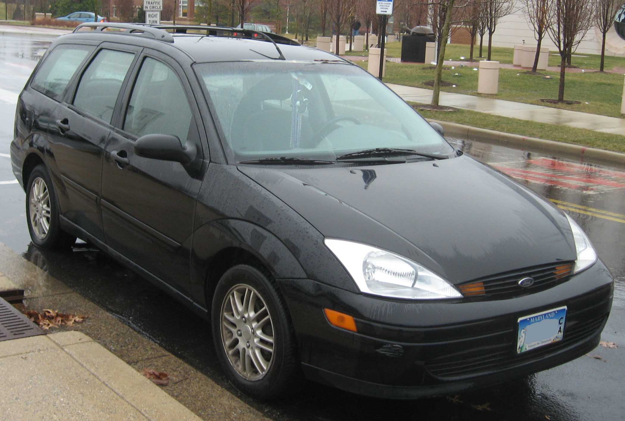 College Station Ford >> File:00-04 Ford Focus SE wagon front.jpg - Wikimedia Commons