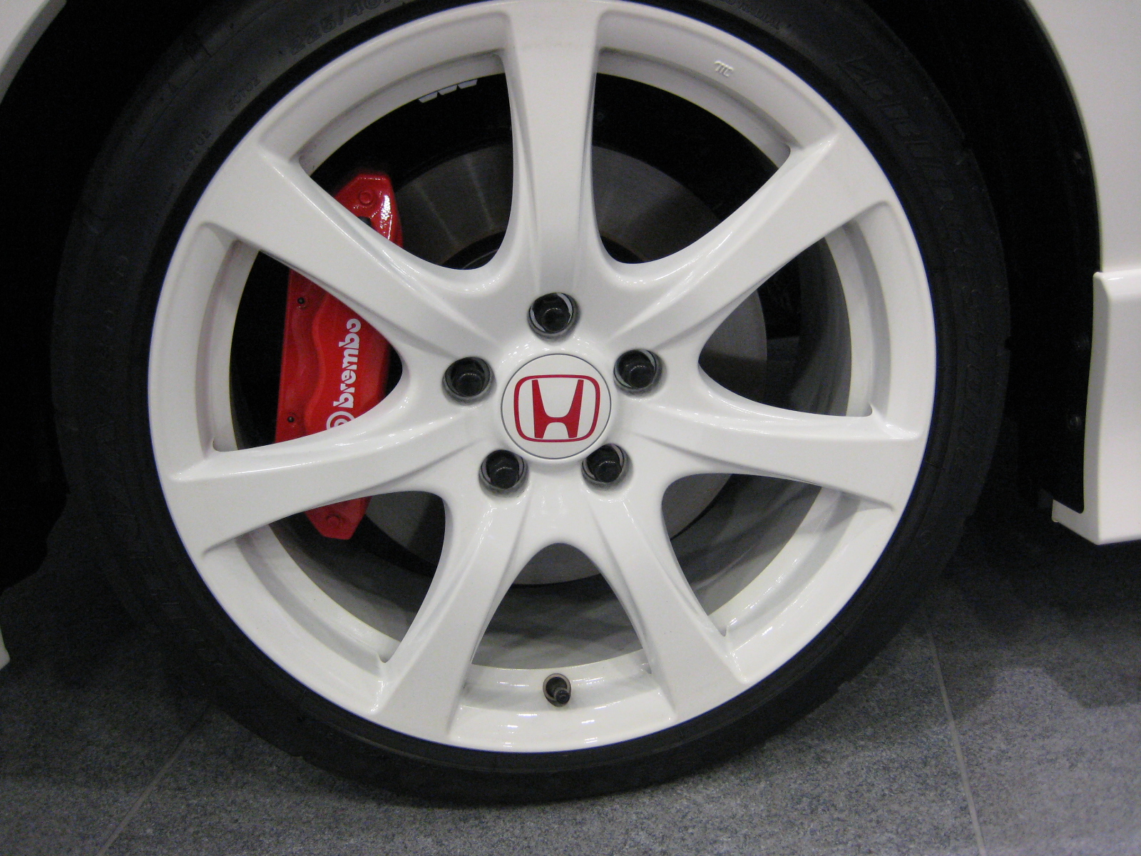 File 2007 honda civic typer wheel jpg wikimedia commons for 2007 honda fit tire size